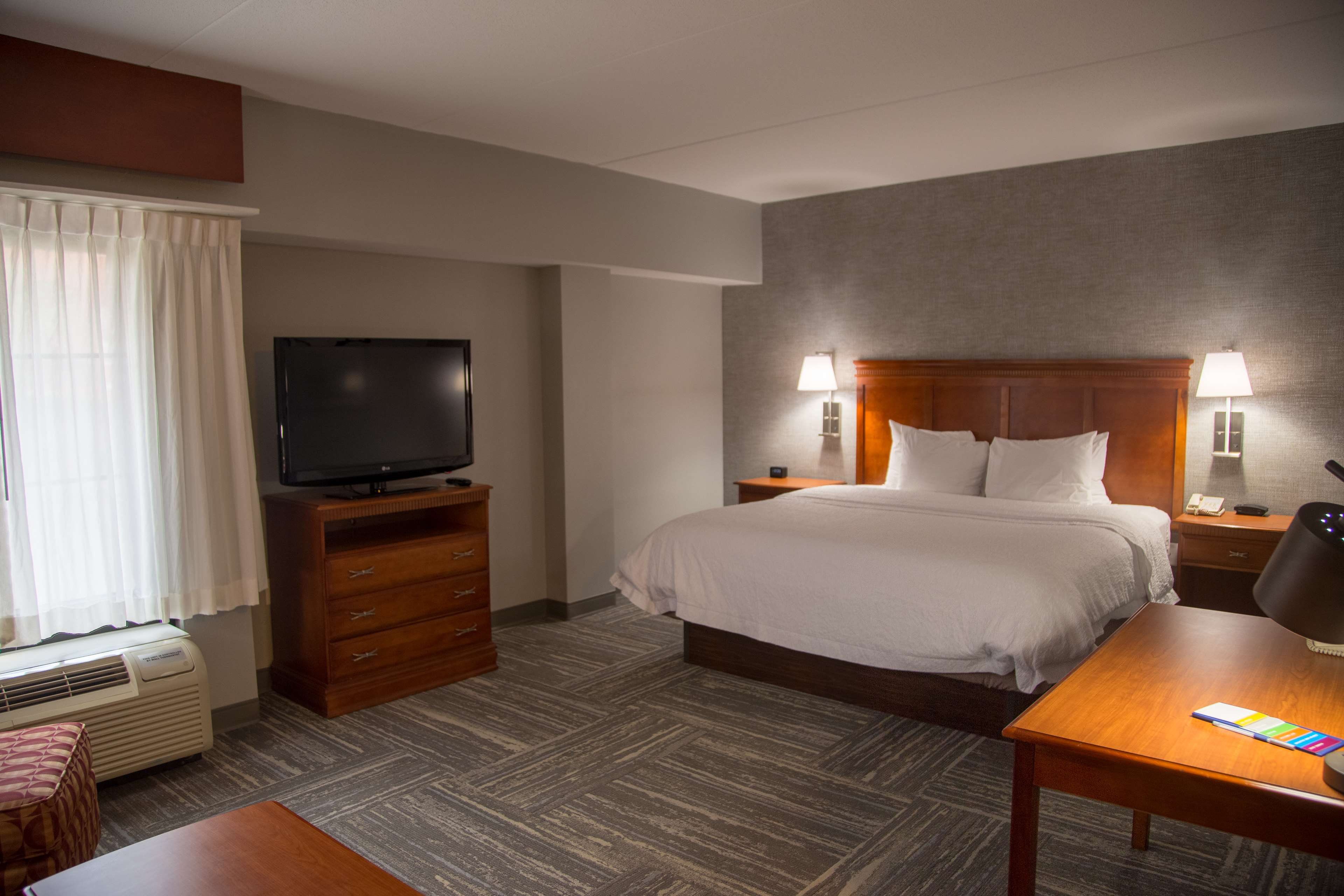Hampton Inn & Suites Knoxville-Downtown image 18