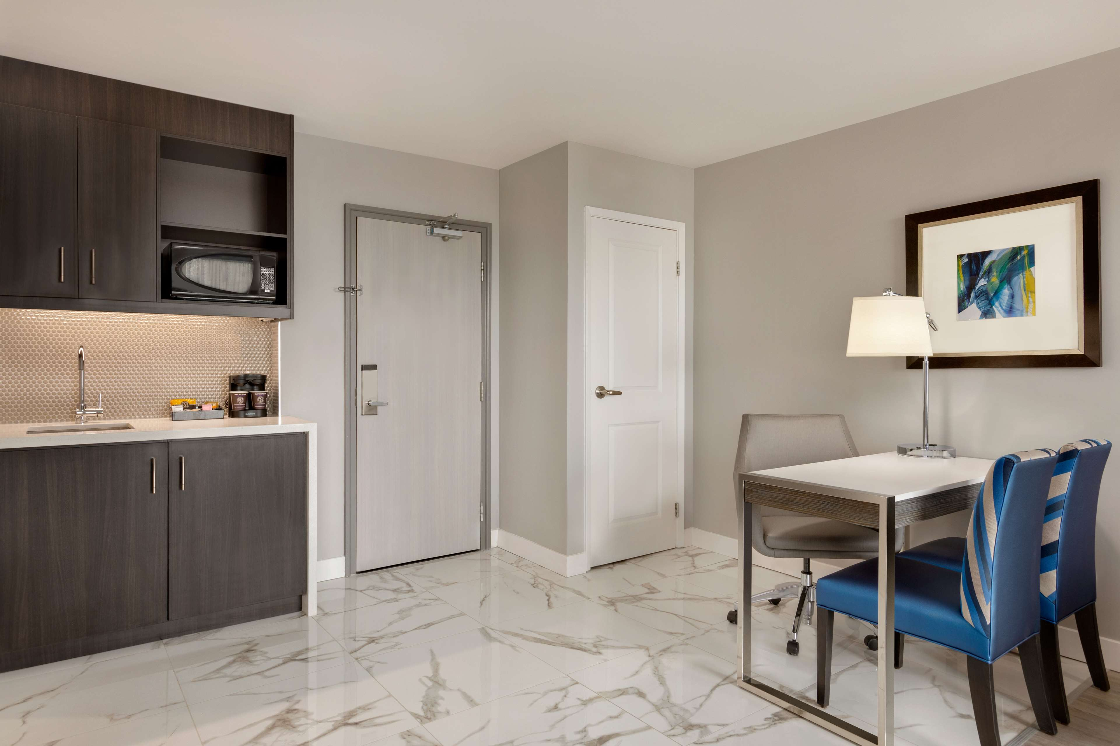Embassy Suites By Hilton Montreal Airport  Pointe