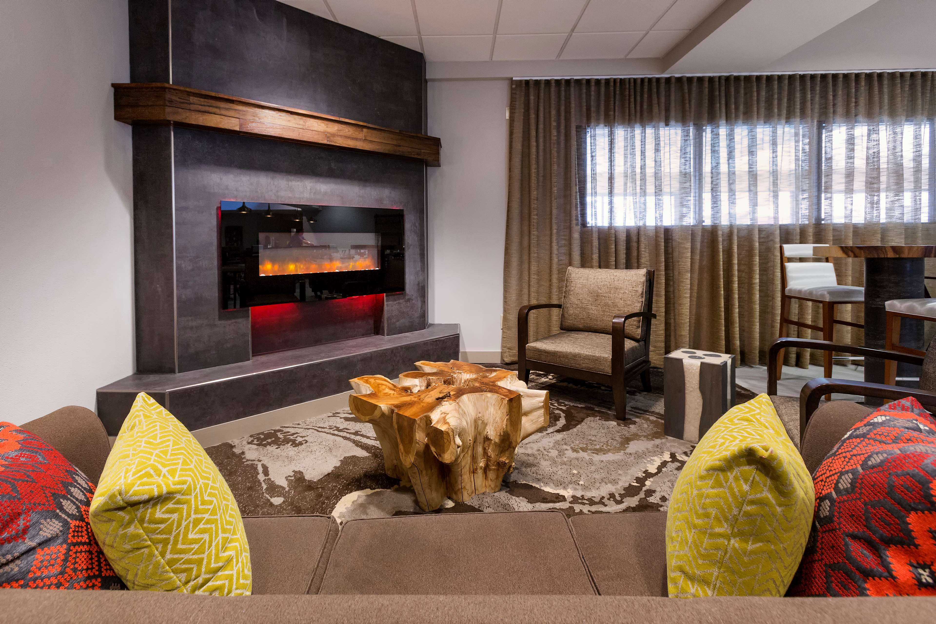 DoubleTree Suites by Hilton Hotel Nashville Airport image 7