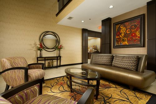 Holiday Inn Express & Suites Mount Pleasant image 1