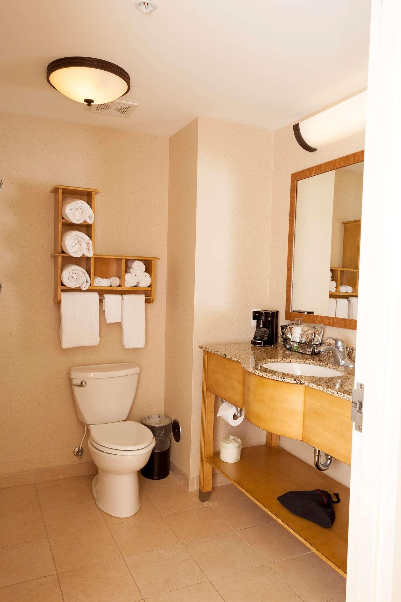 Hampton Inn & Suites Riverton image 6