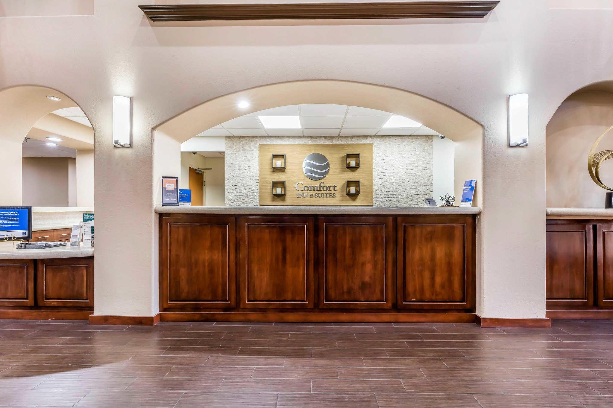 Comfort Inn & Suites Airport-American Way image 3