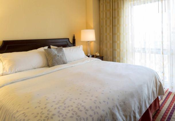 Renaissance Charlotte Suites Hotel image 3