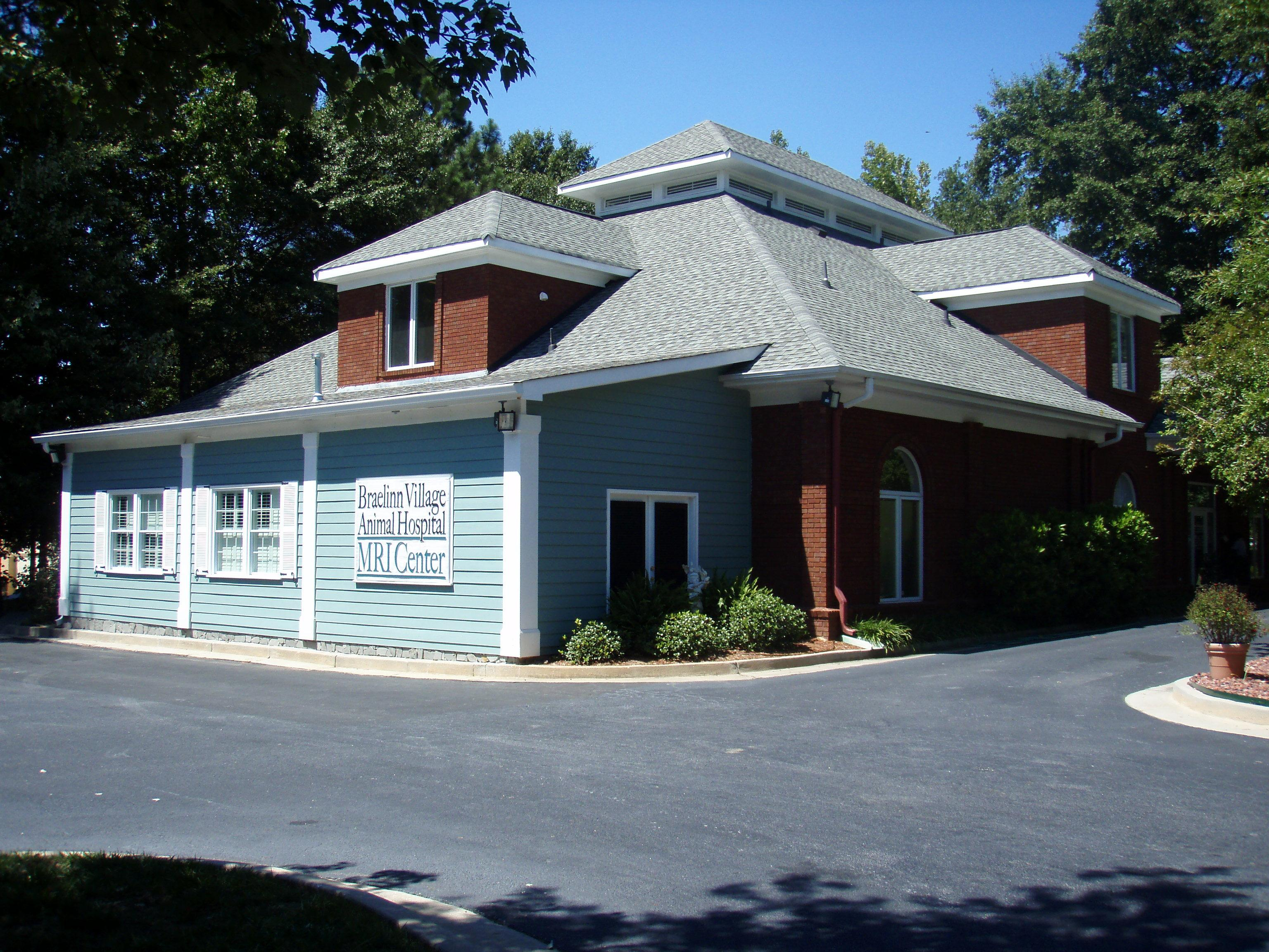 VCA Braelinn Village Animal Hospital image 1