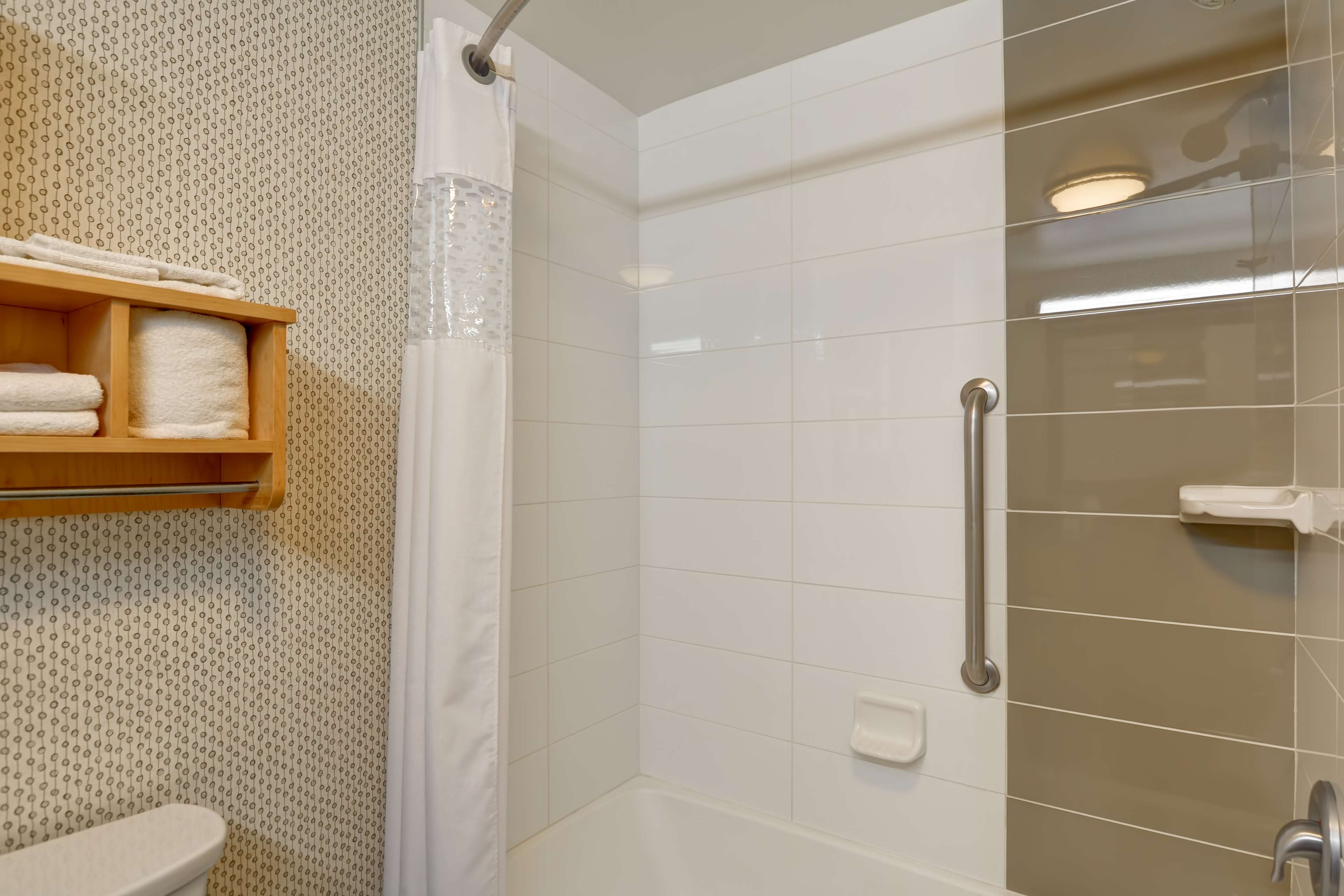 Hampton Inn & Suites Raleigh/Crabtree Valley image 18