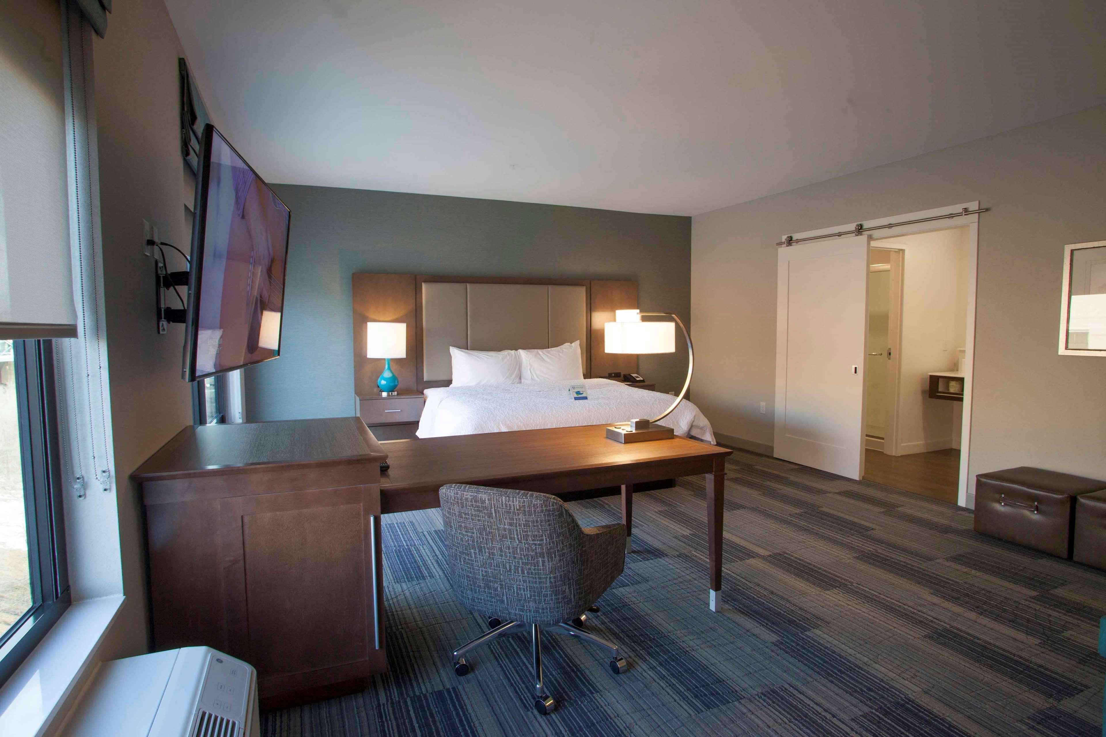 Hampton Inn & Suites Downtown St. Paul image 36