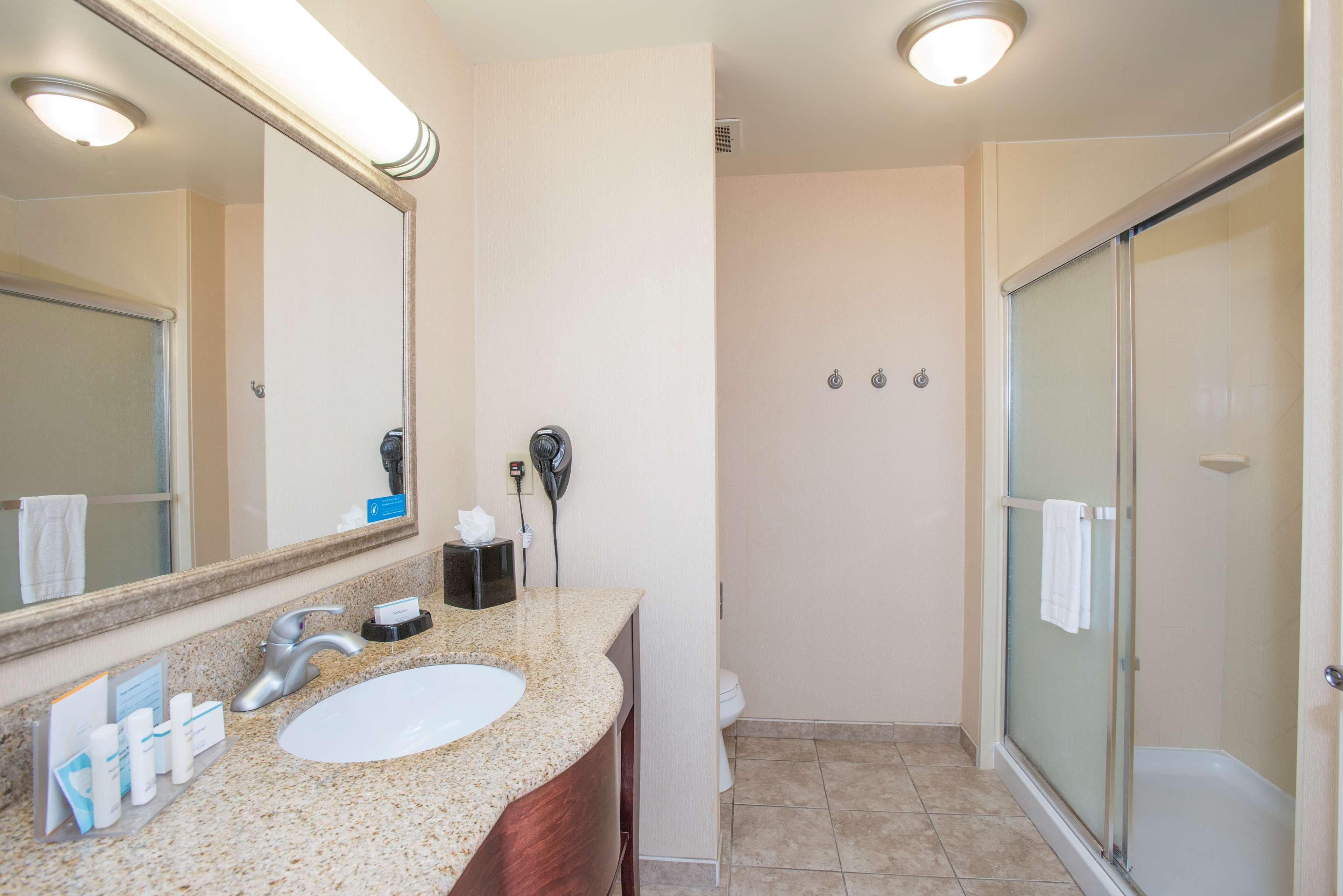 Hampton Inn & Suites Dayton-Airport image 28
