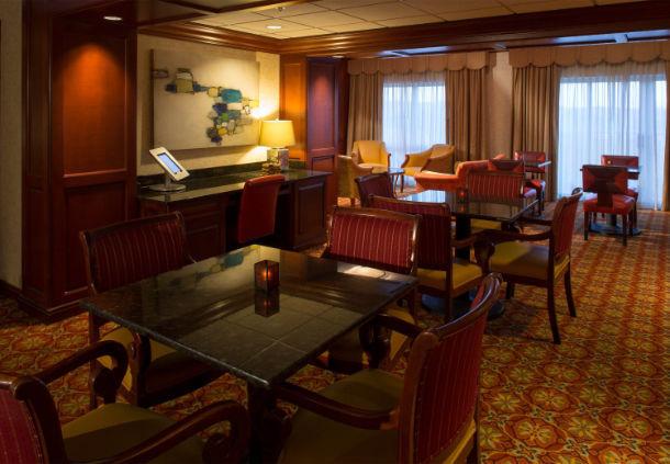 Renaissance Charlotte Suites Hotel image 7