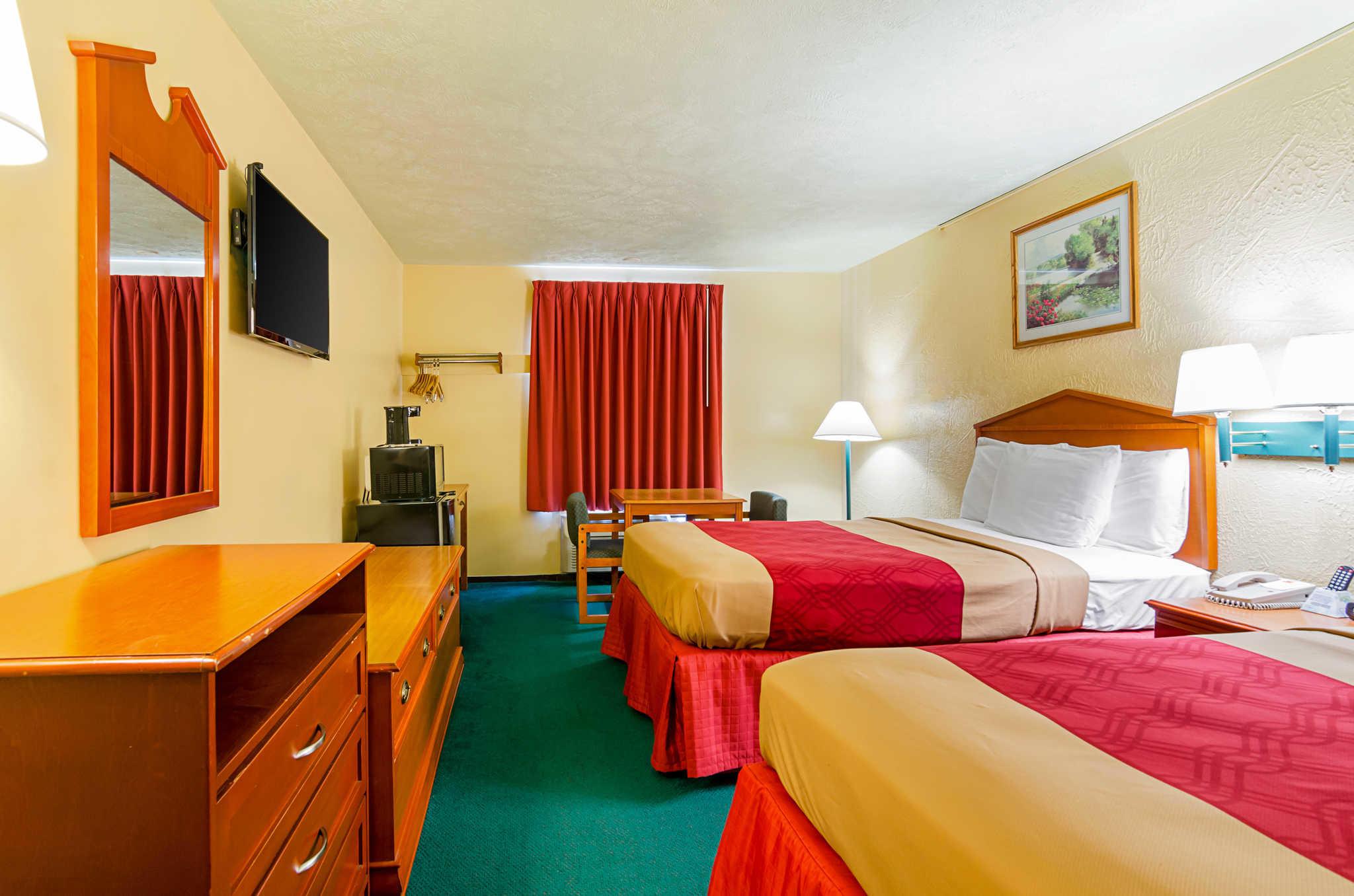 Econo Lodge Lansing - Leavenworth image 17