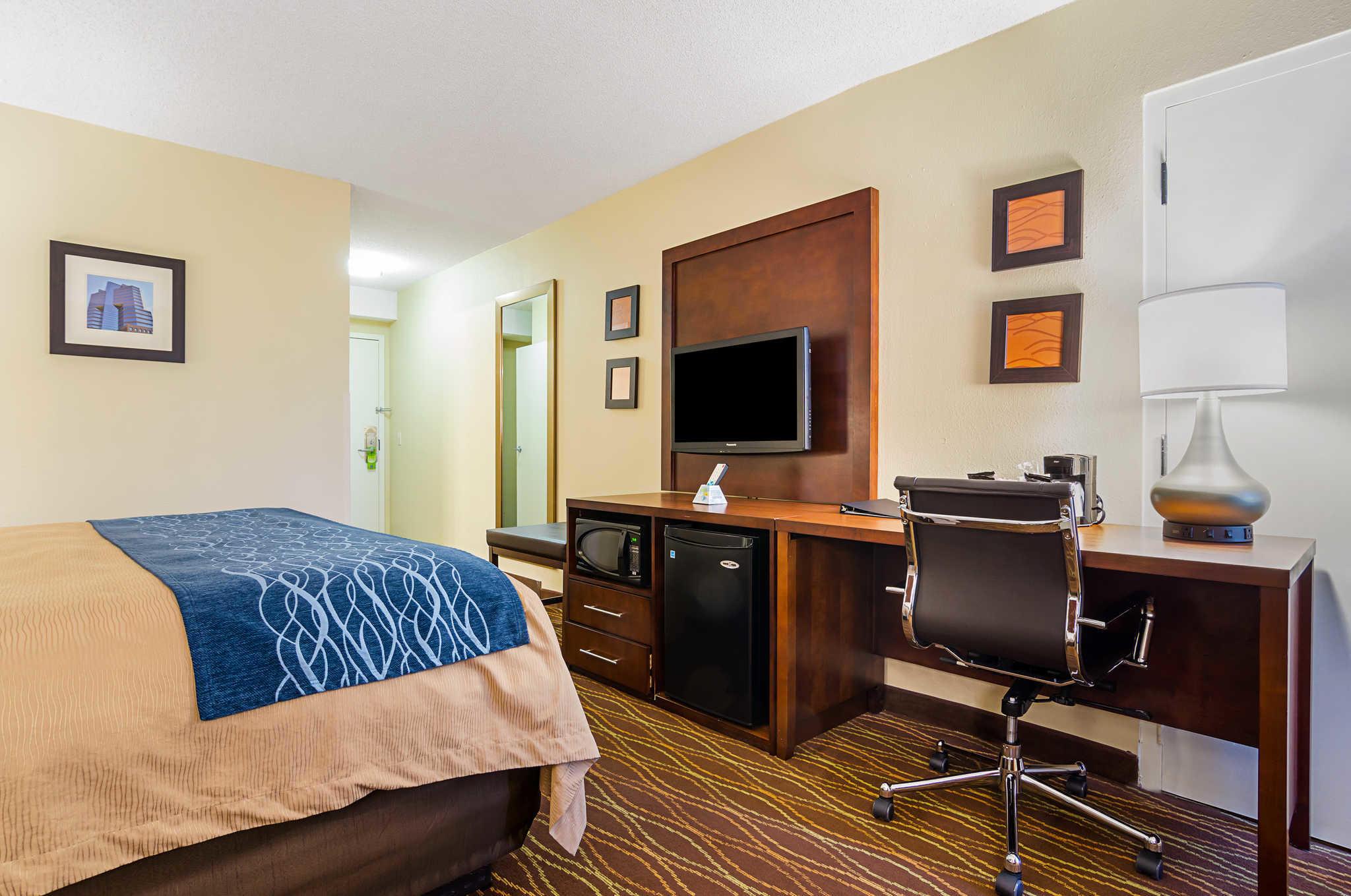 Comfort Inn & Suites Duke University-Downtown image 8