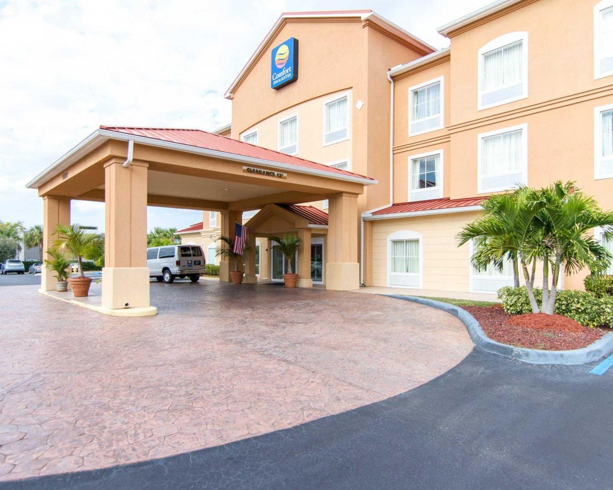 Comfort Inn & Suites Airport image 2