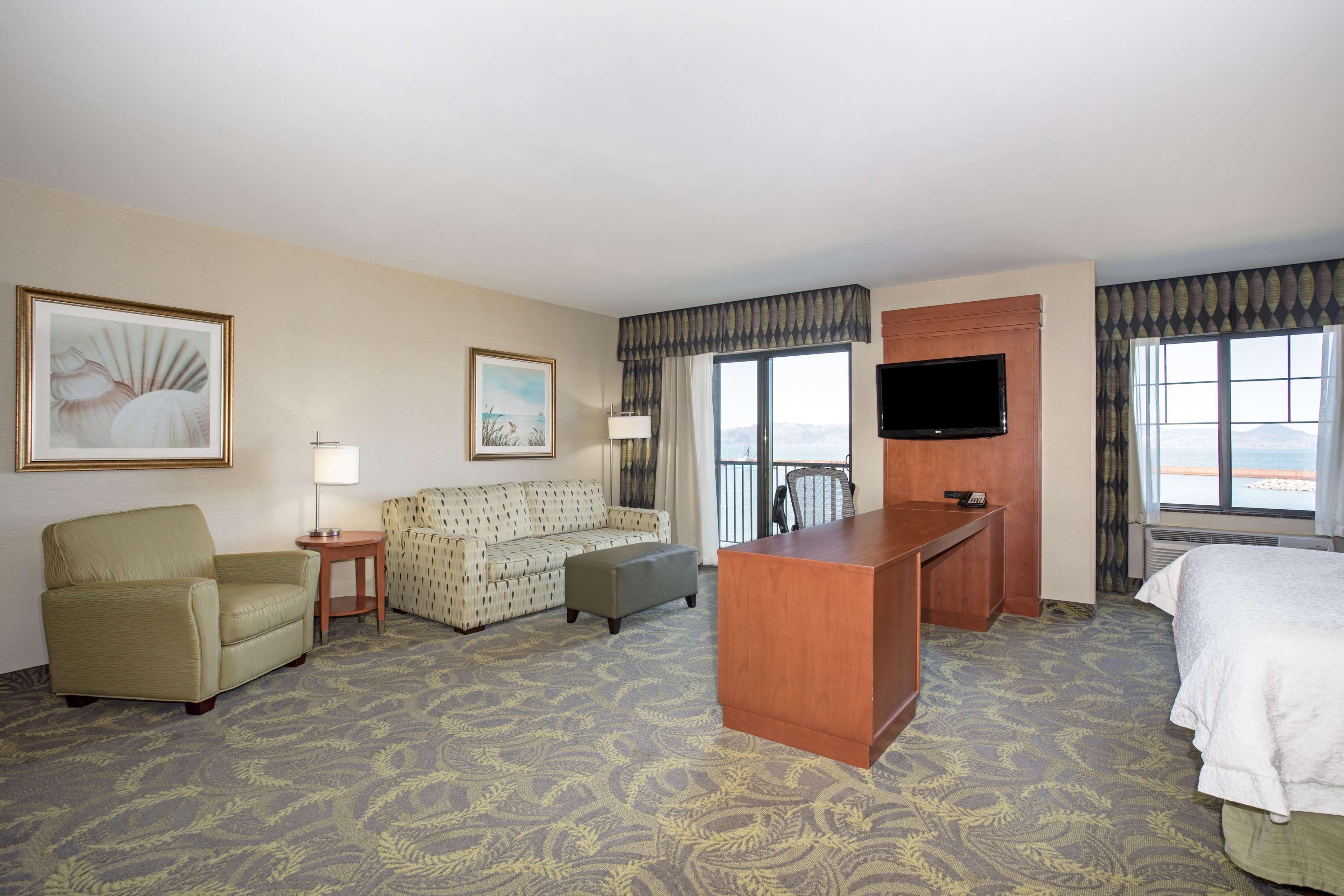 Hampton Inn & Suites Astoria image 52