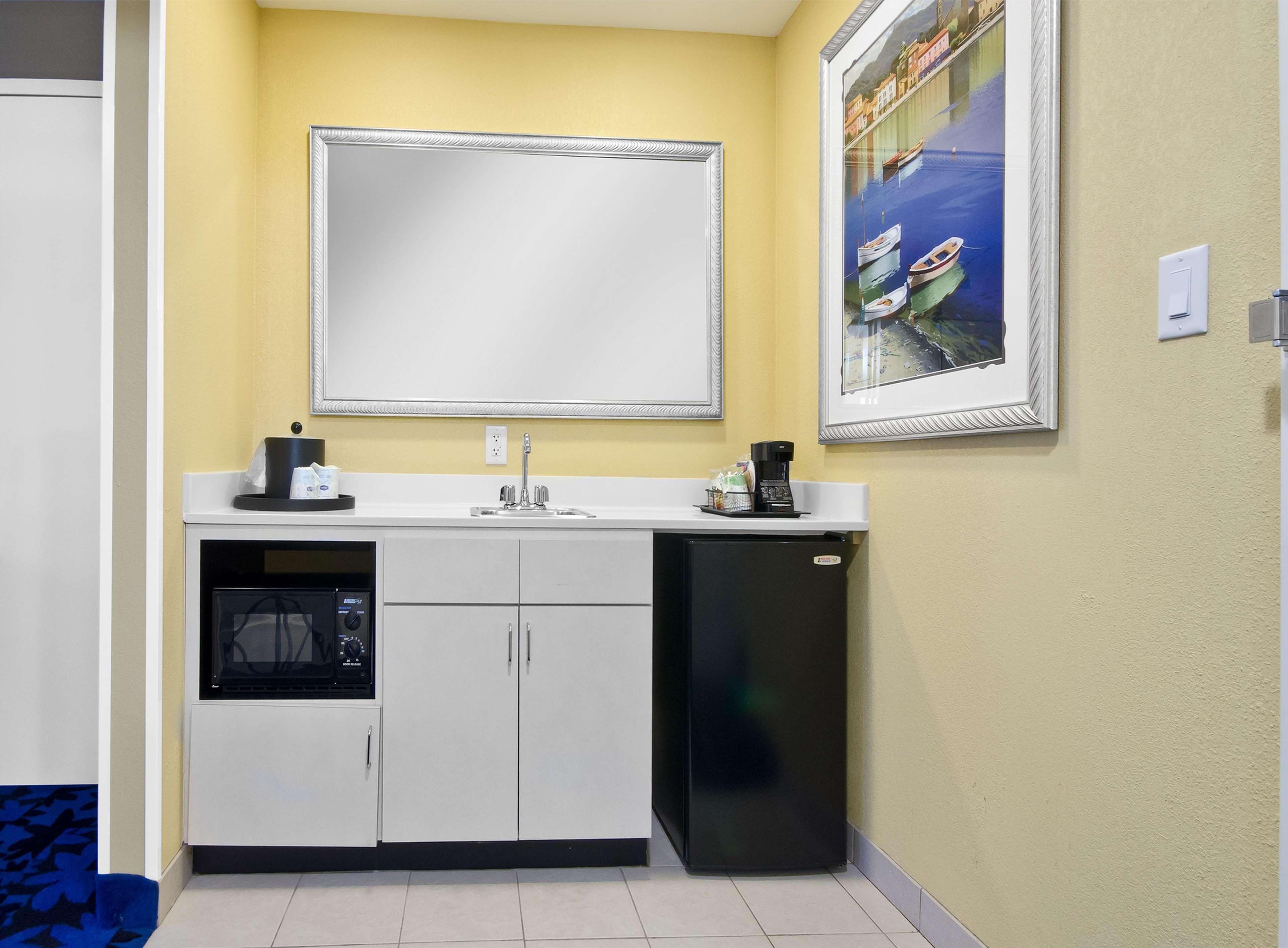 Hampton Inn & Suites Jacksonville South-St. Johns Town Center Area image 31