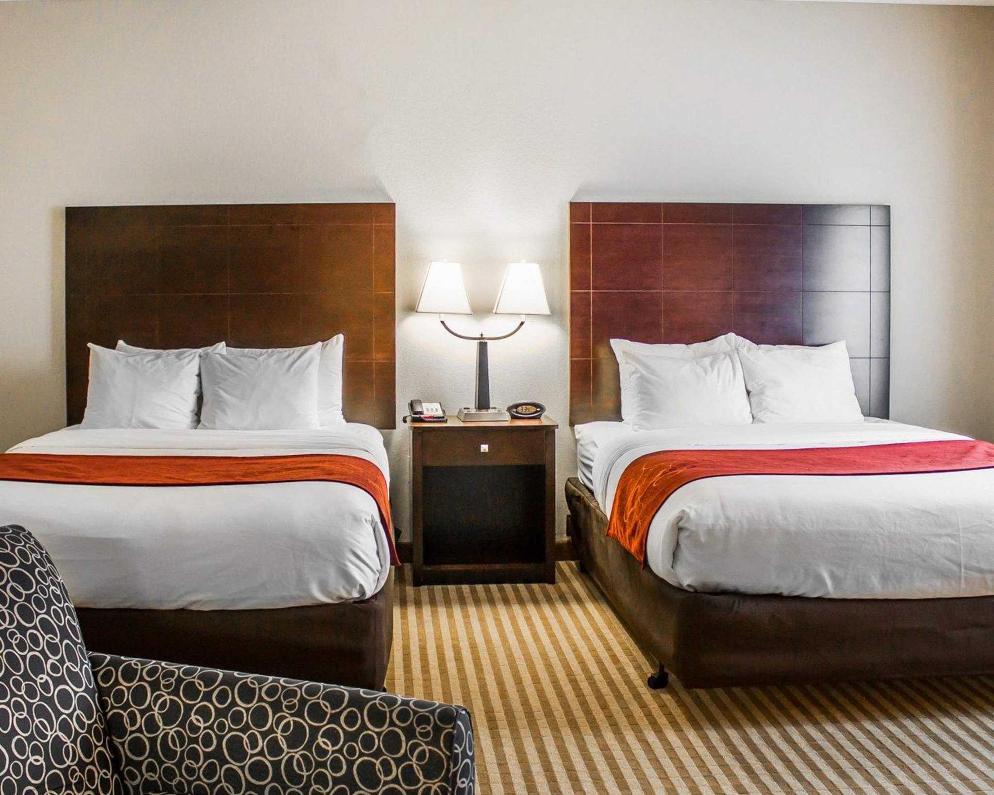 Comfort Suites East Broad at 270 image 34