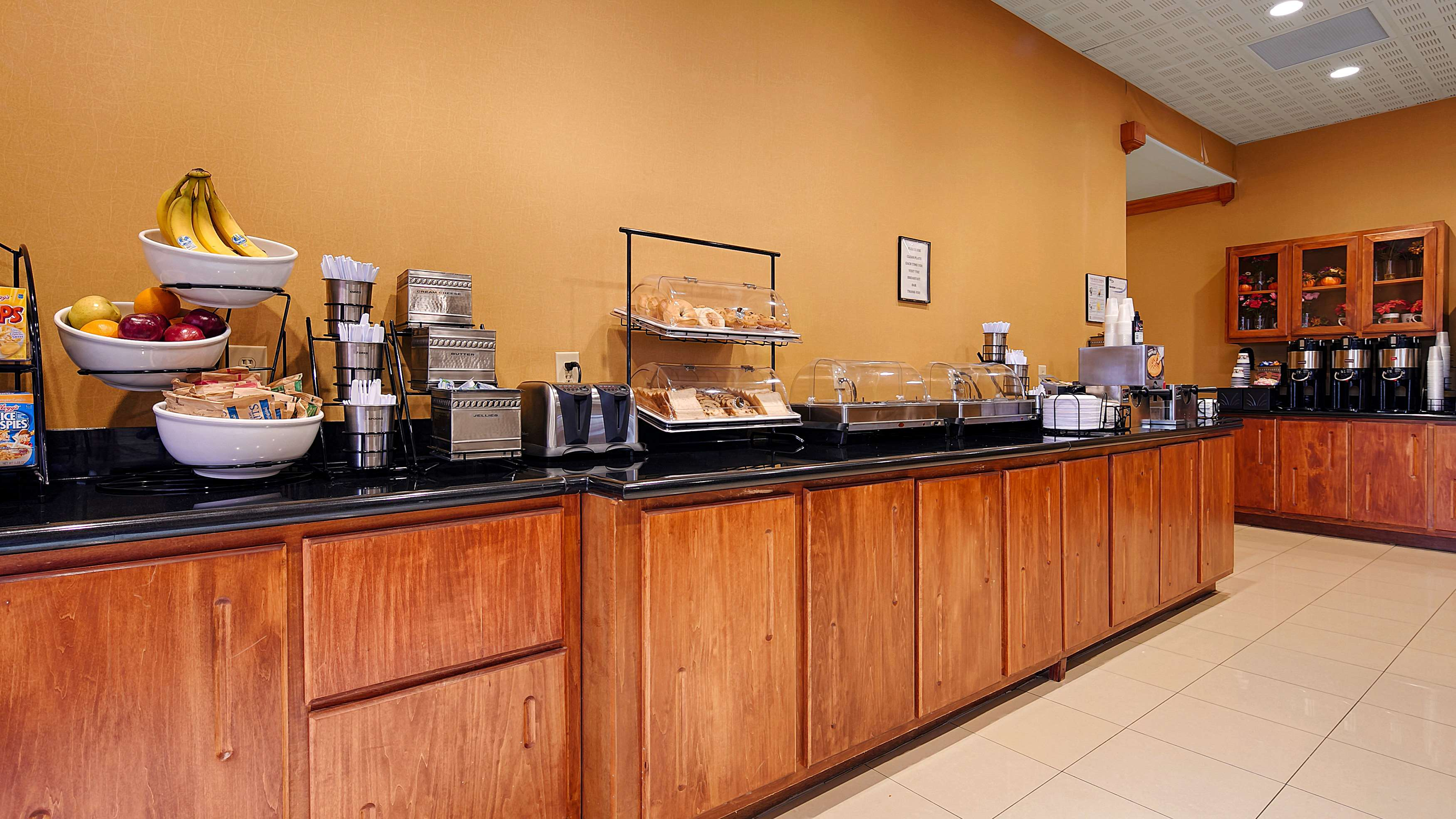 Best Western Plus Rose City Conference Center Inn image 3