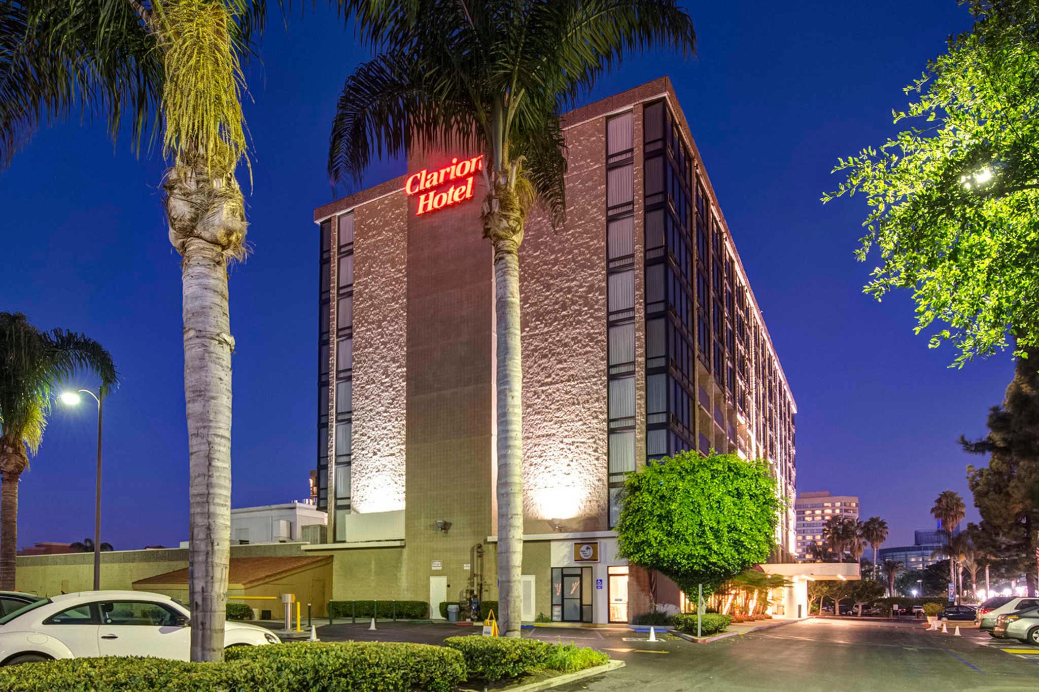 Clarion Hotel Anaheim Resort image 0