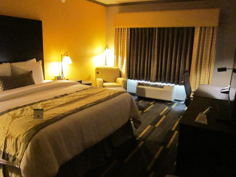 Best Western Plus Emerald Inn & Suites - ad image