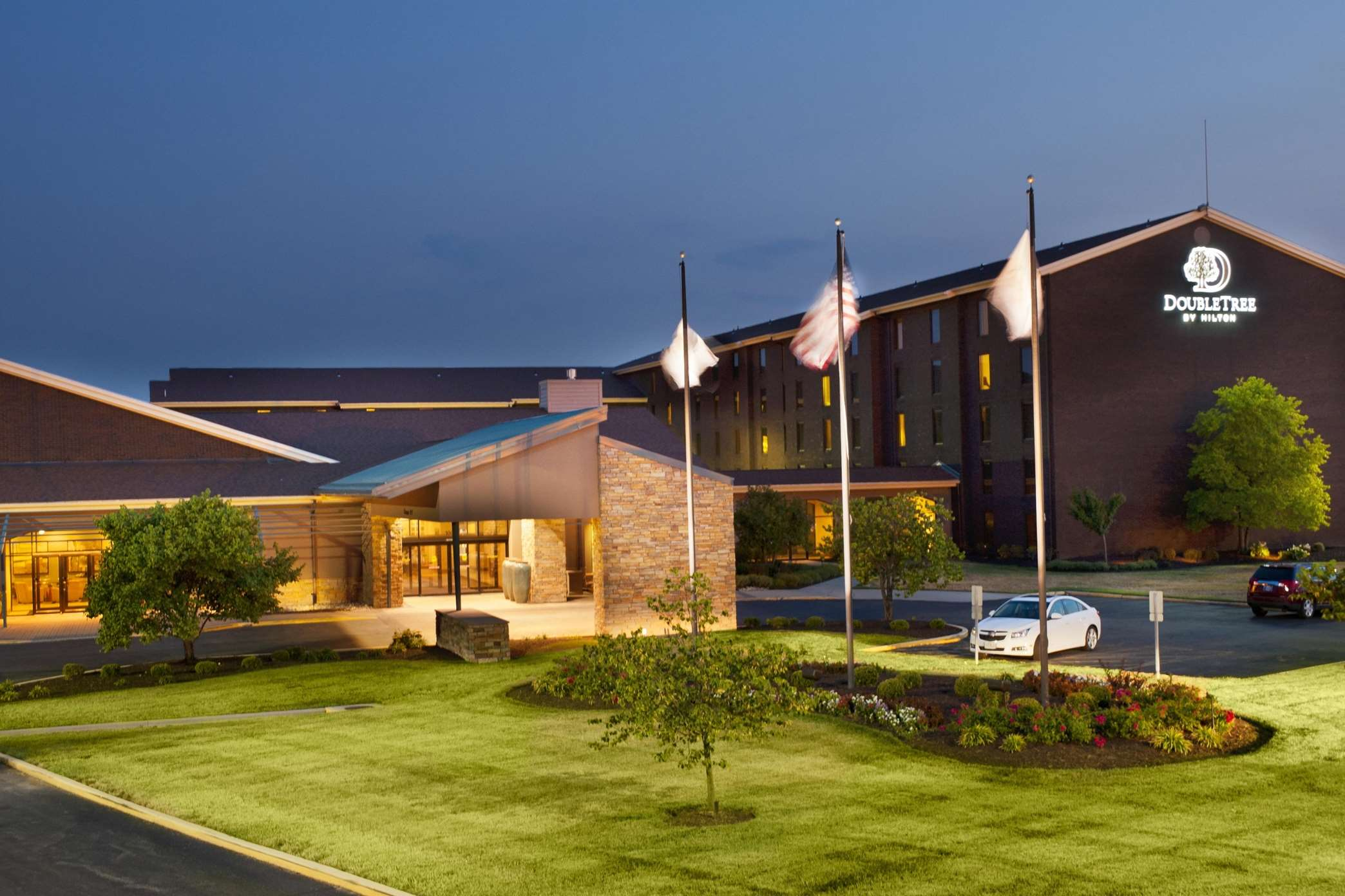 DoubleTree by Hilton Hotel Collinsville - St. Louis image 0
