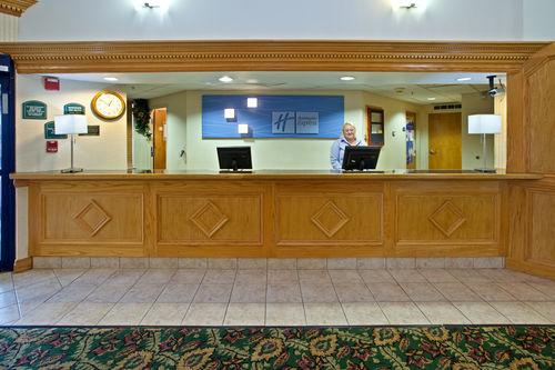 Holiday Inn Express & Suites Scottsburg image 1