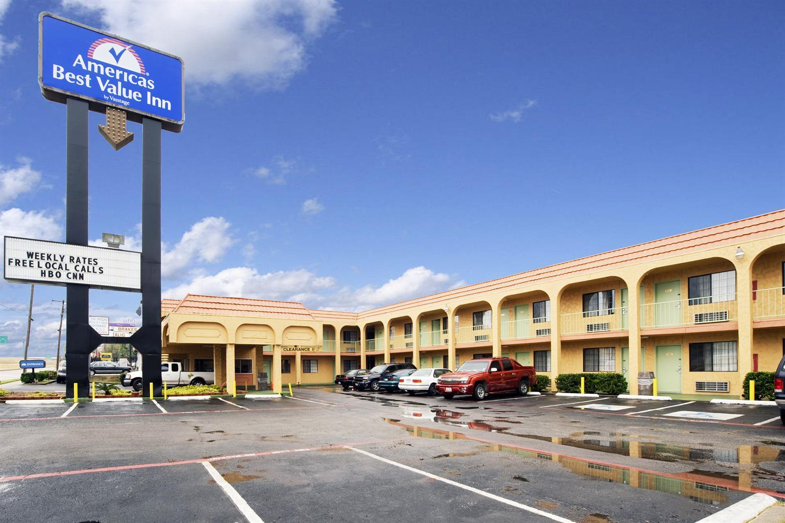 Americas Best Value Inn Dallas image 0