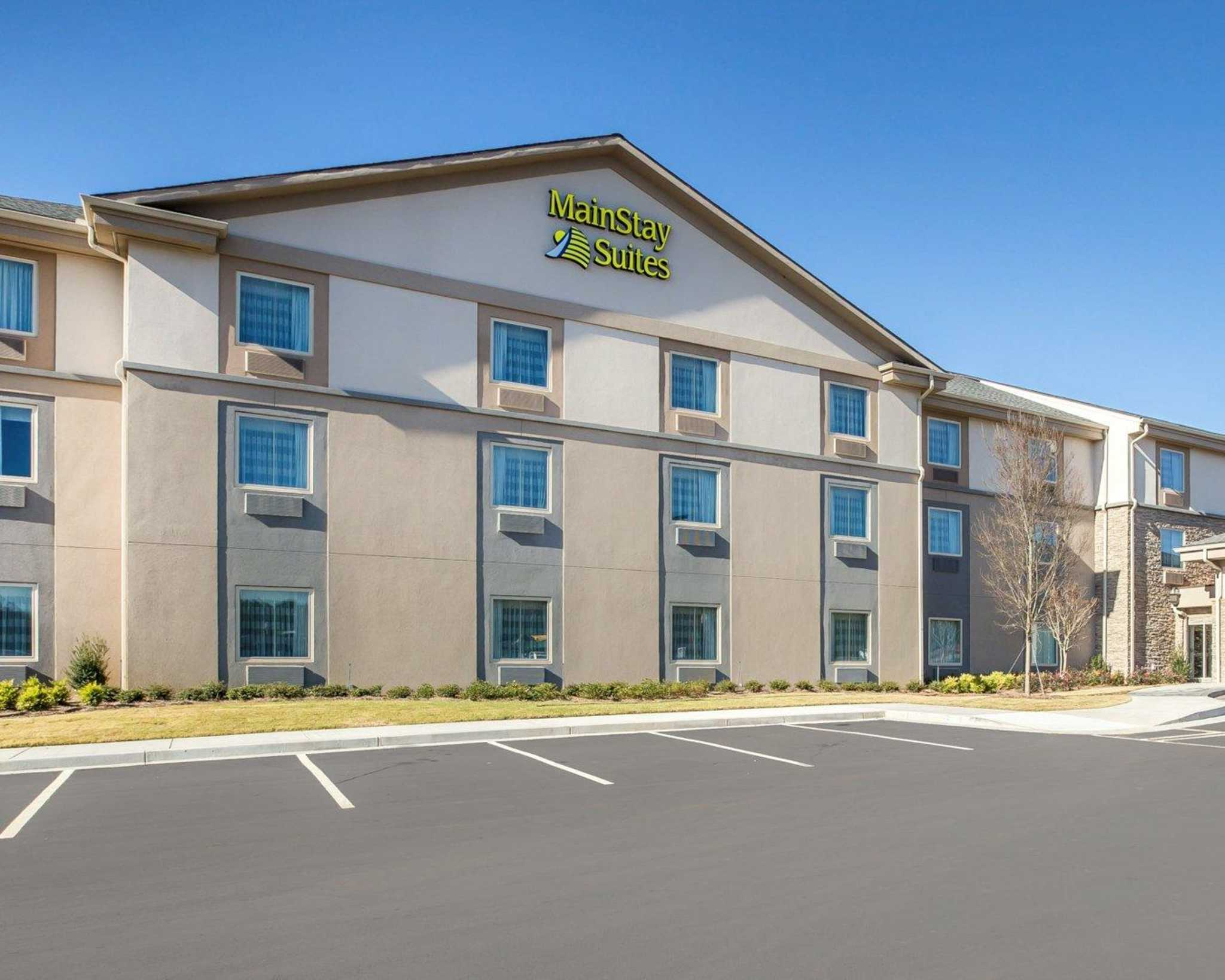MainStay Suites Cartersville - Emerson Lake Point image 1