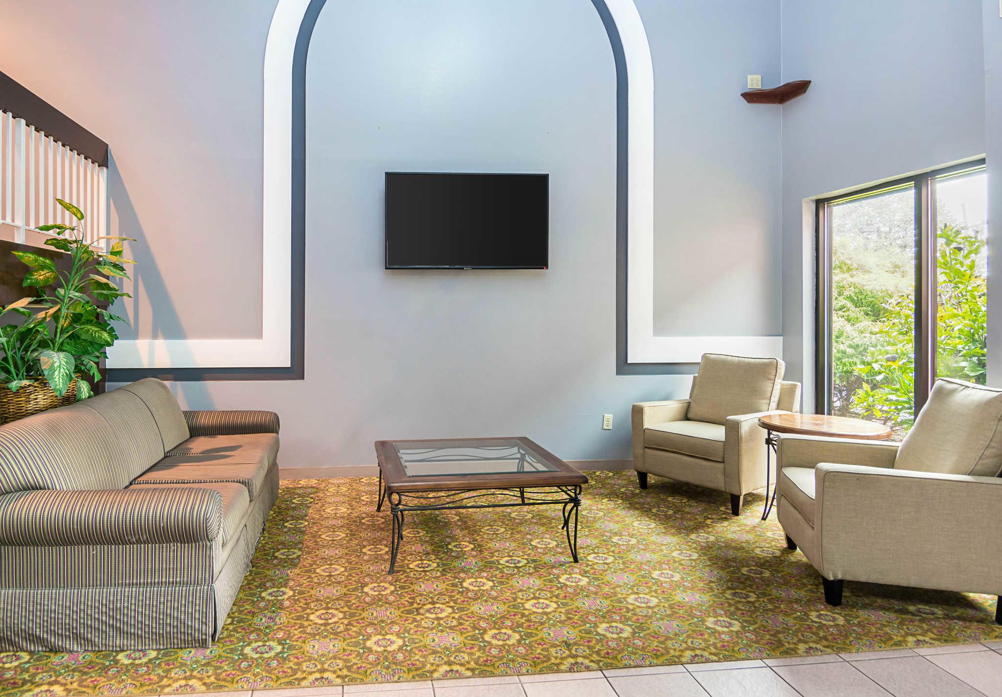 Quality Inn & Suites Kearneysville - Martinsburg image 6