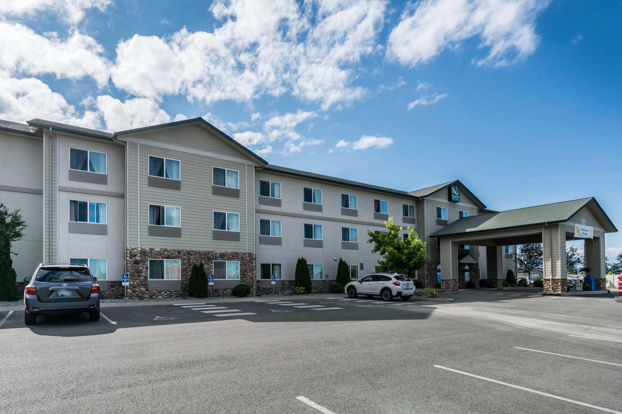 Quality Inn & Suites at Olympic National Park image 2