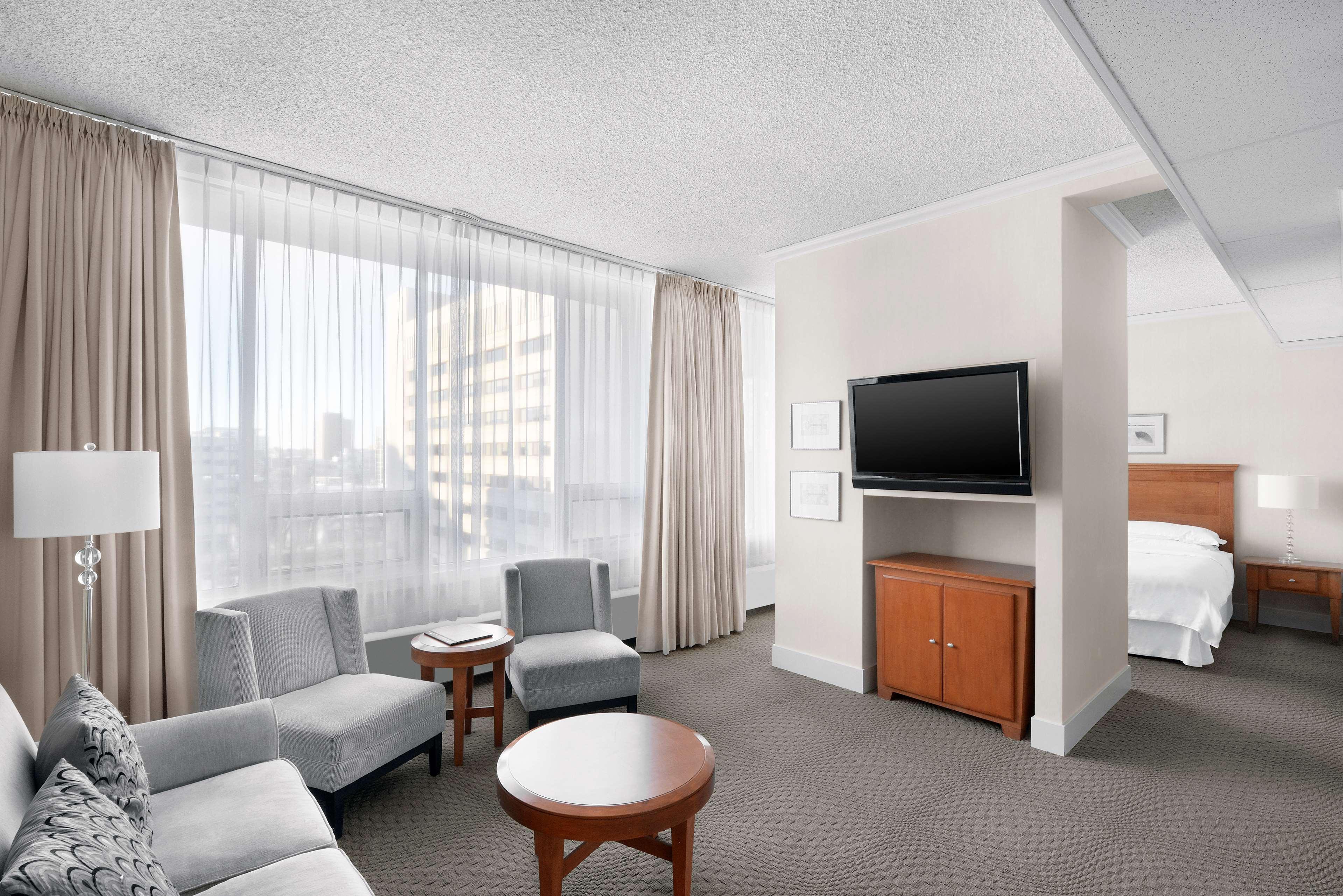 Sheraton Cavalier Saskatoon Hotel in Saskatoon: Plaza Suite