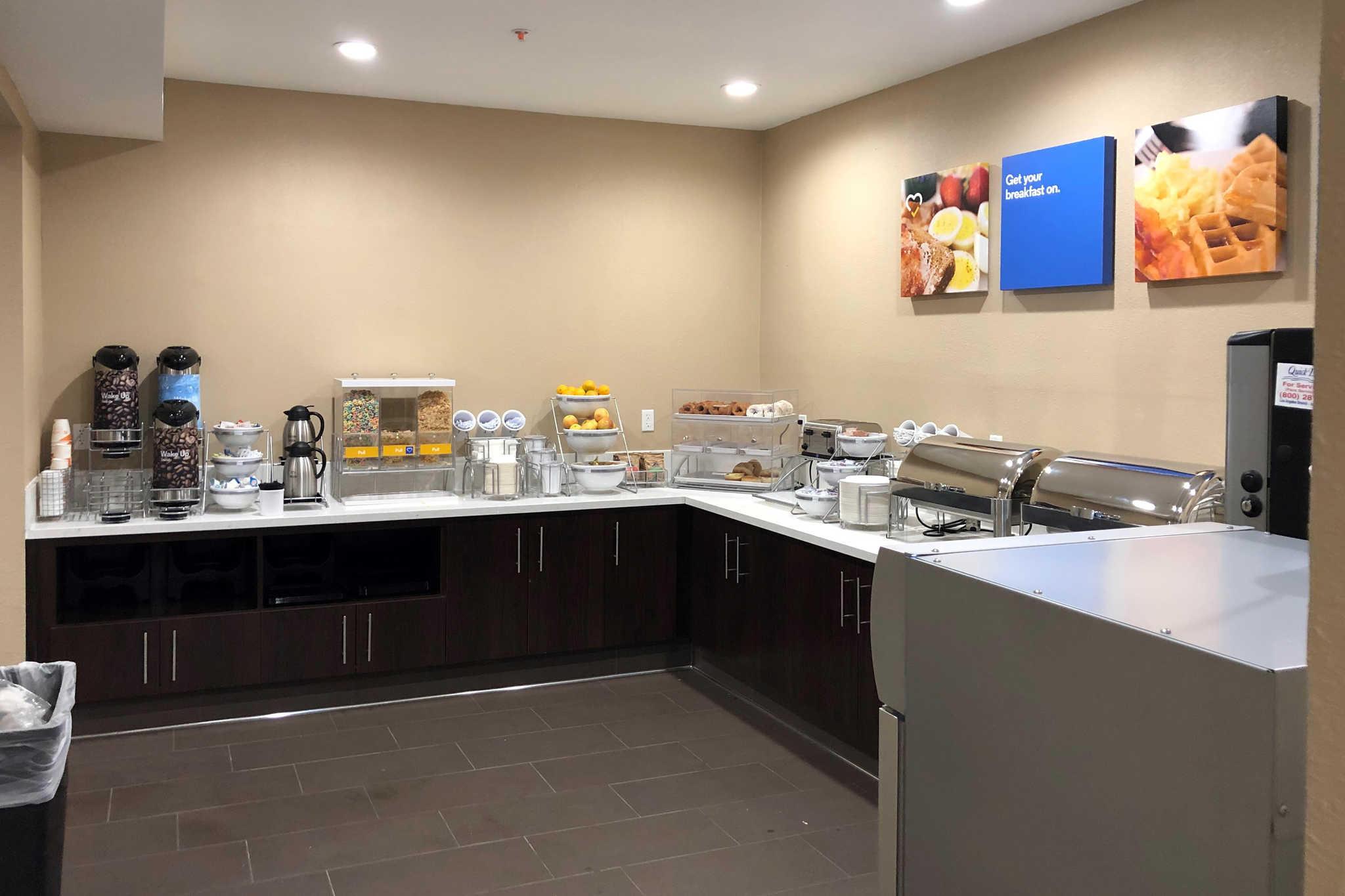 Comfort Inn & Suites Orange County John Wayne Airport image 16