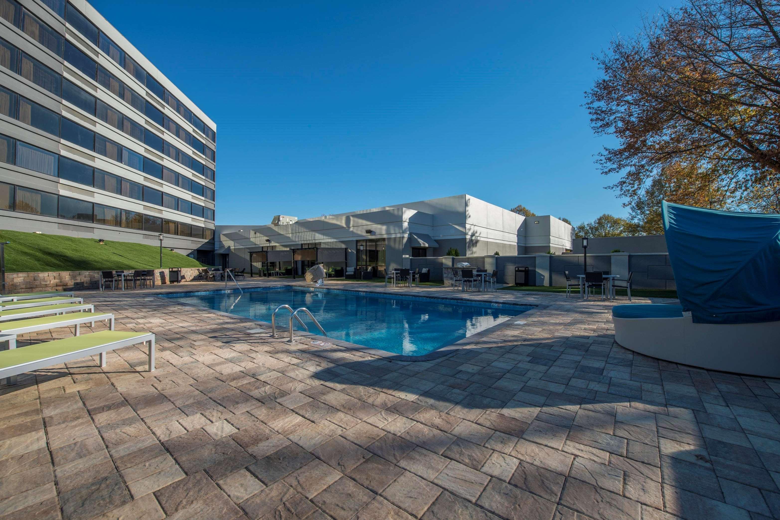 DoubleTree by Hilton Hotel Winston Salem - University image 6