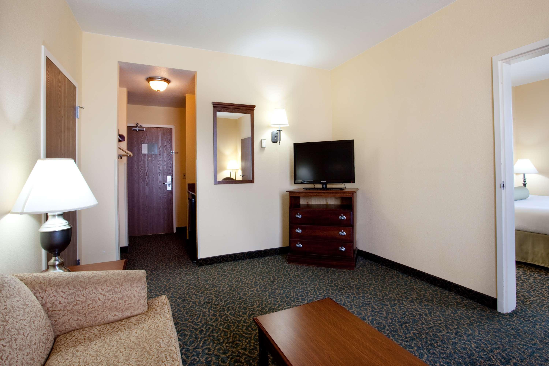 Best Western Plus Executive Hotel & Suites image 5