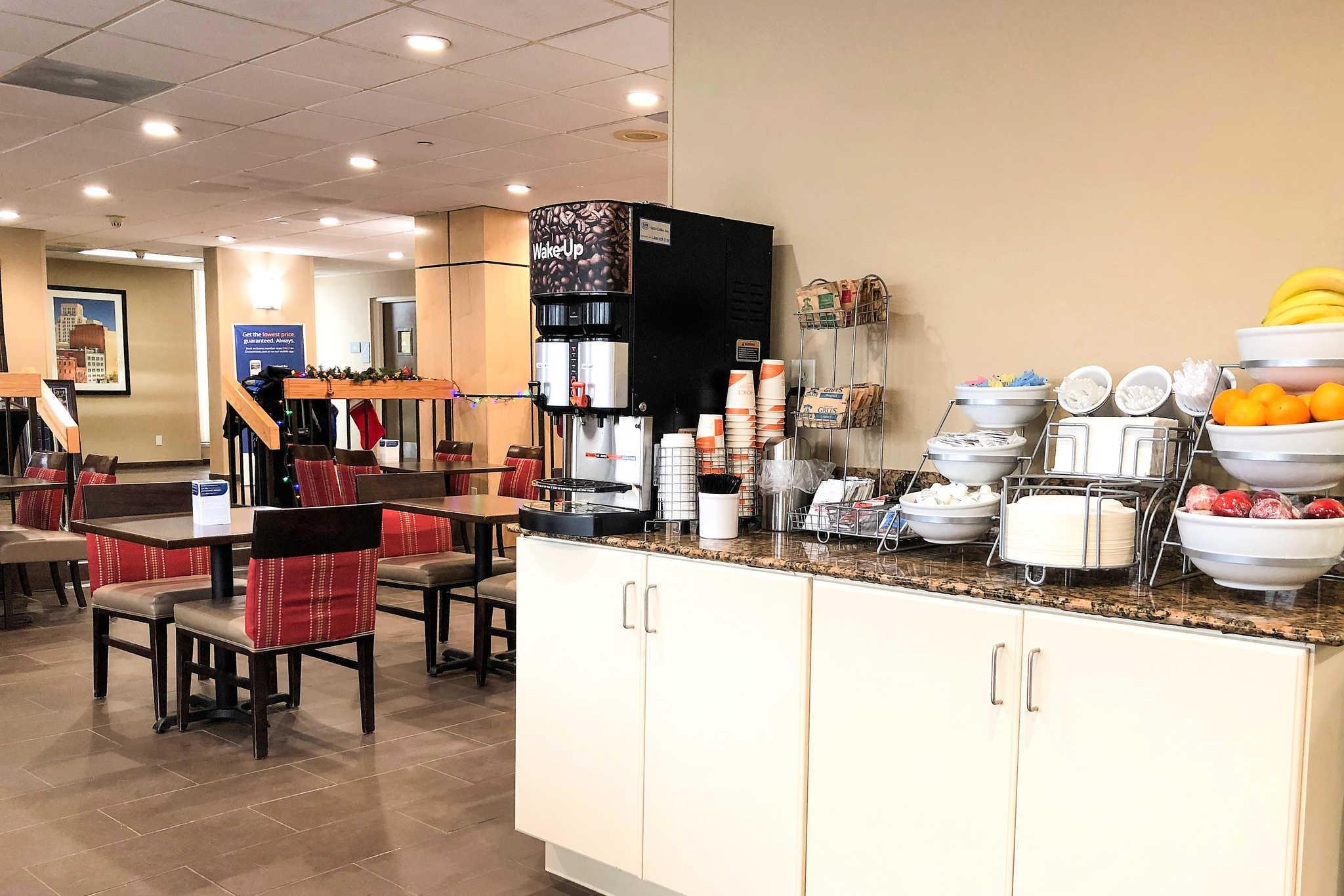 Comfort Inn & Suites Duke University-Downtown image 29