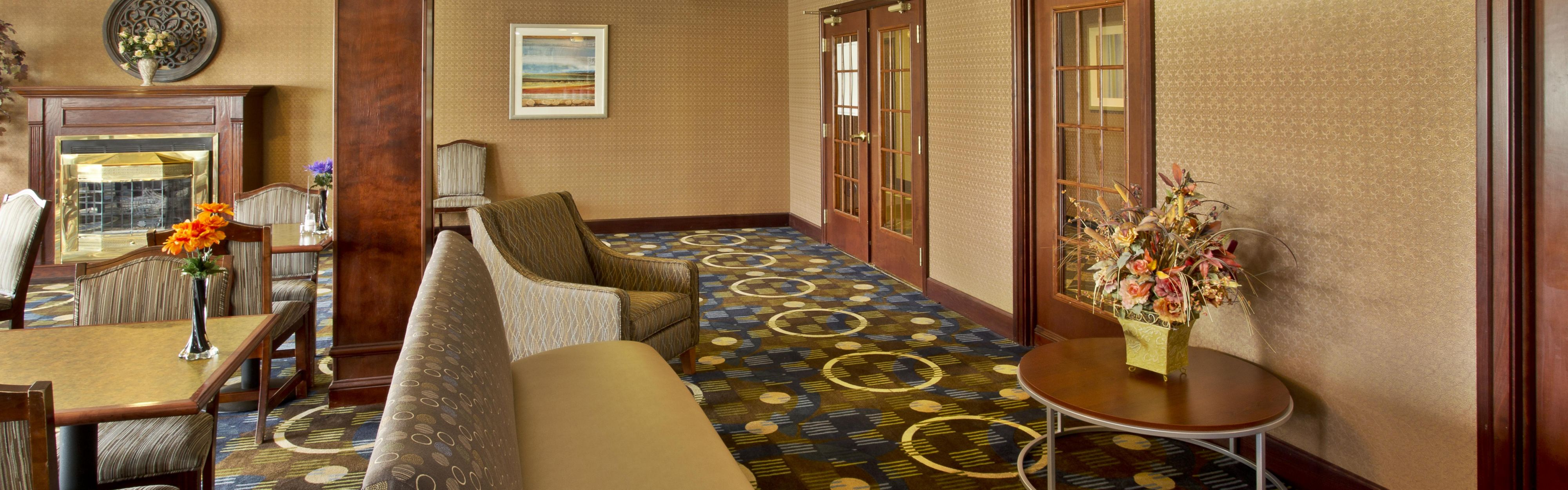 Holiday Inn Express & Suites Woodhaven image 3