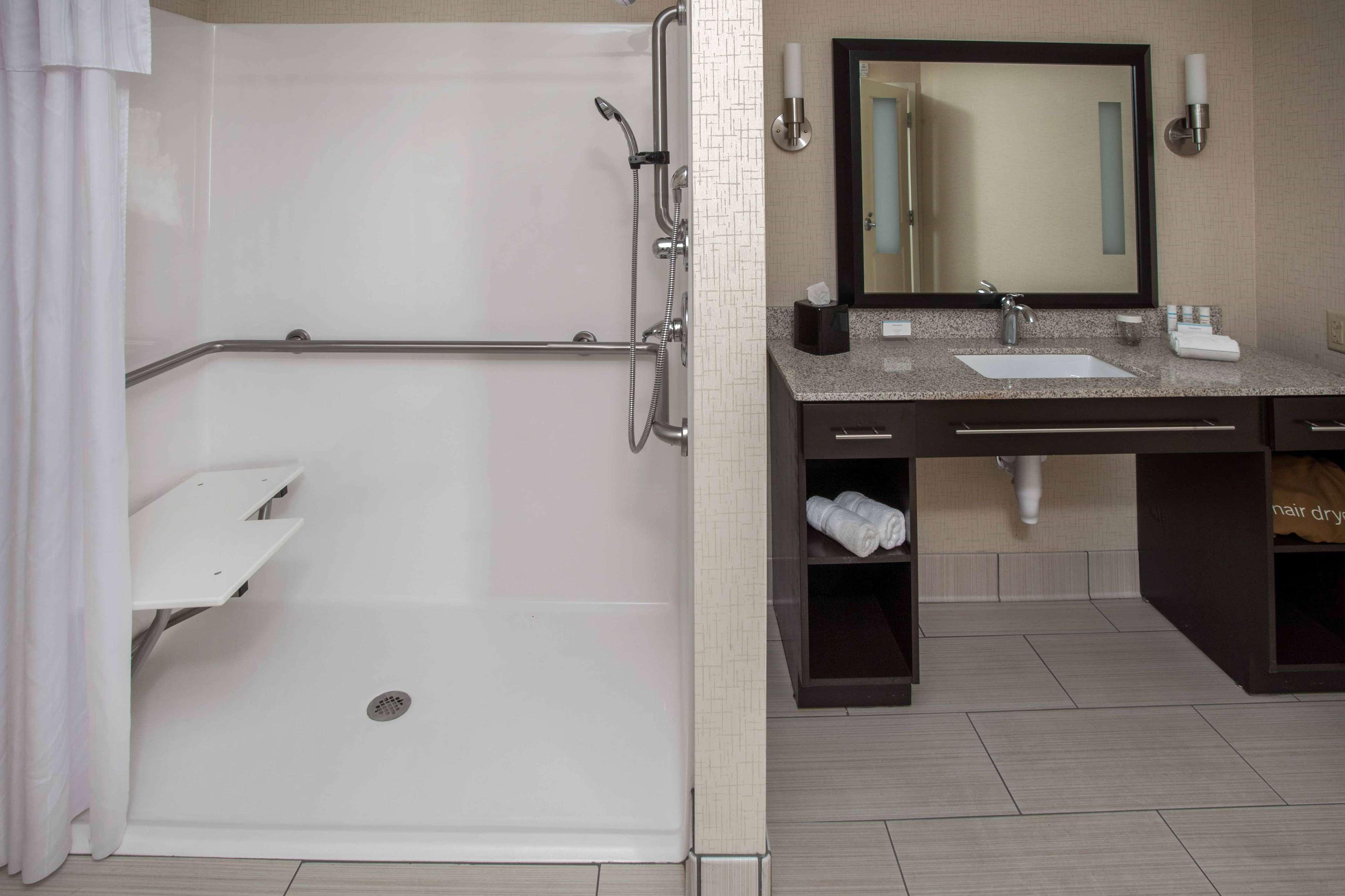 Homewood Suites by Hilton Munster image 4