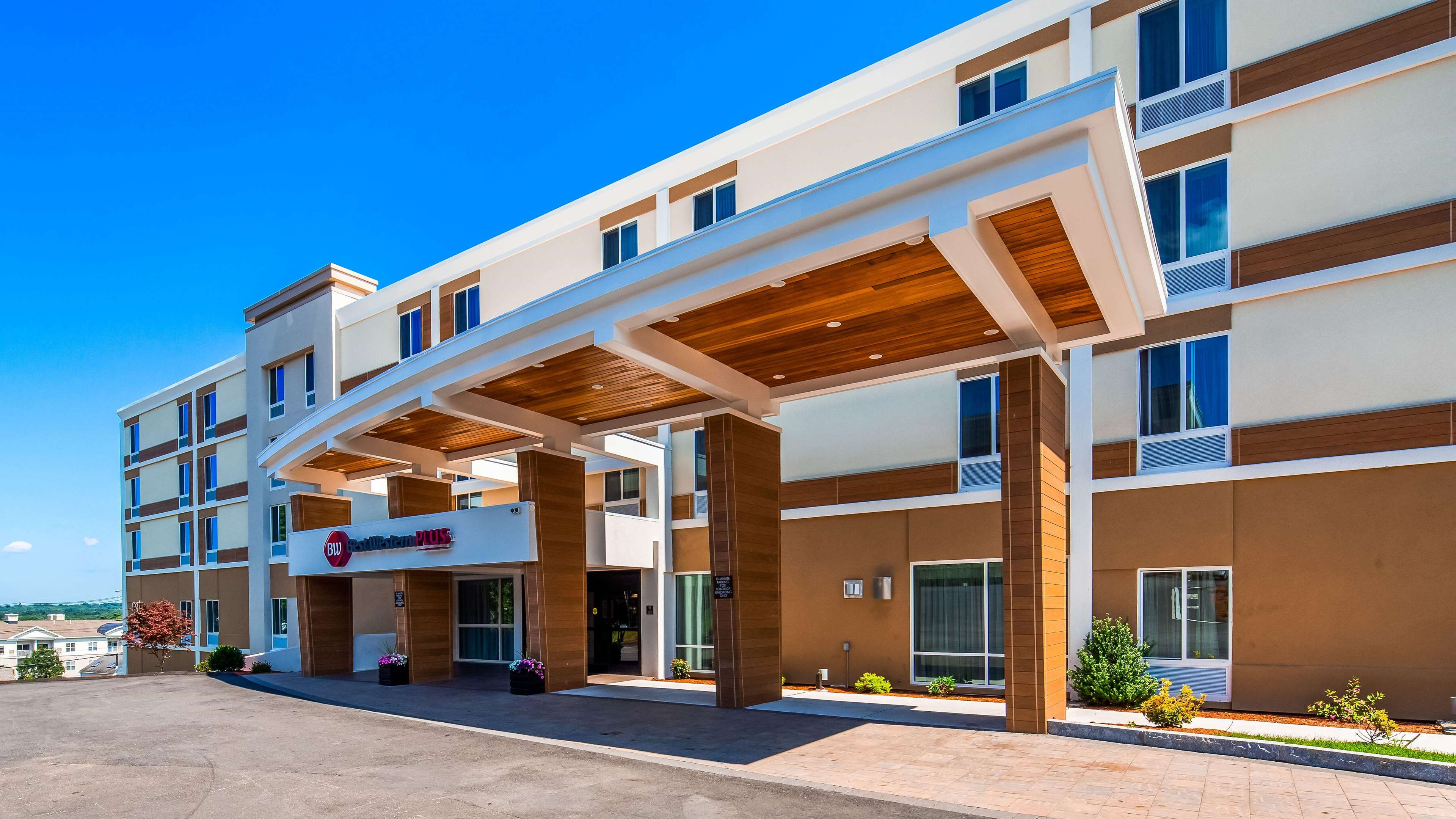 Best Western Plus North Shore Hotel image 0