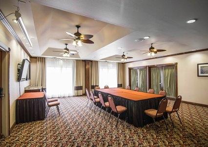 Comfort Suites Marshall image 7