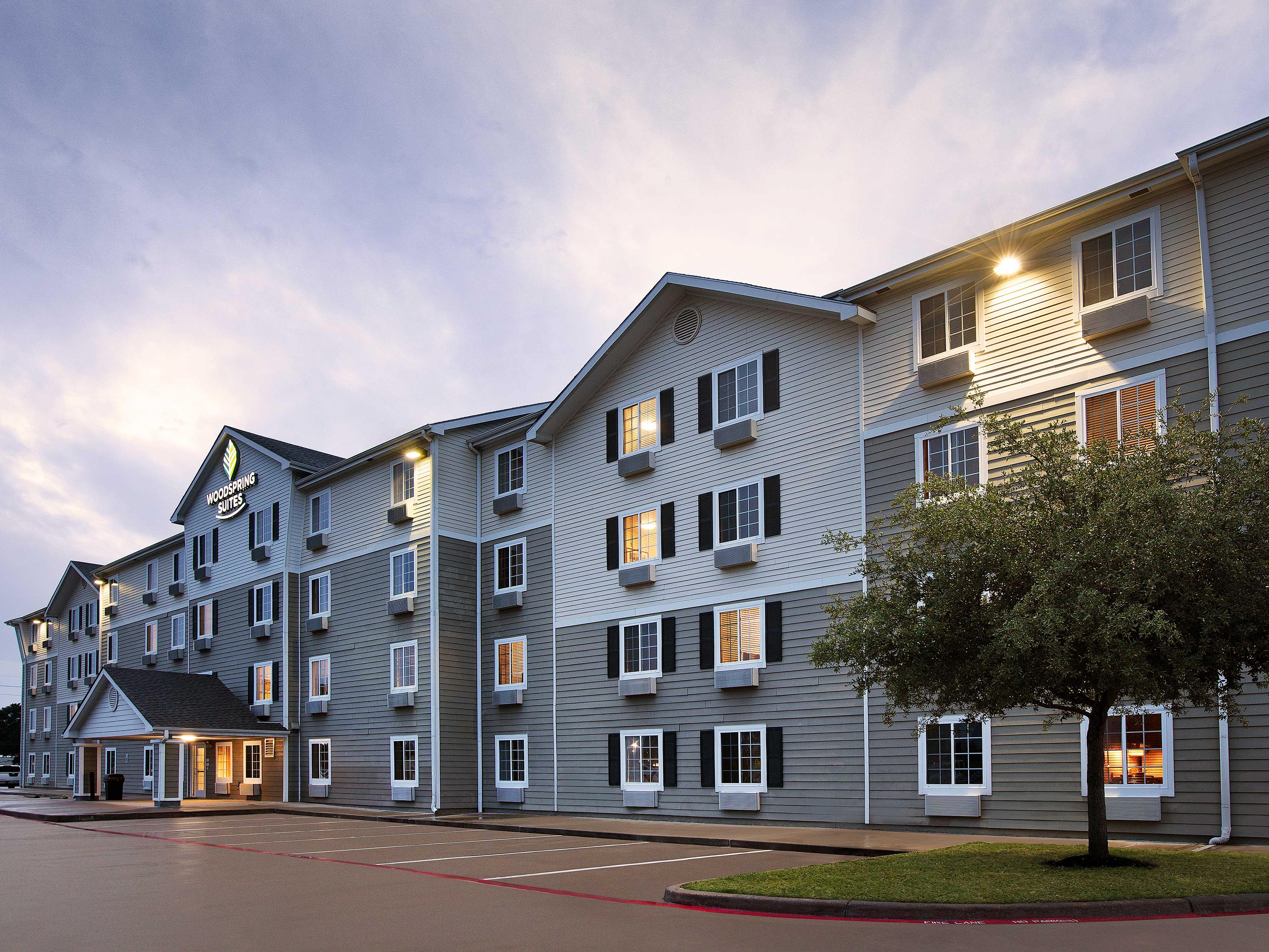 WoodSpring Suites Houston Willowbrook image 6
