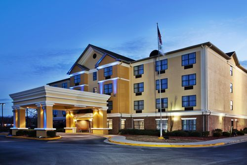 Holiday Inn Express & Suites Byron image 0