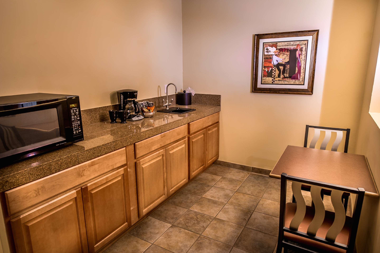 Best Western Plus Arroyo Roble Hotel & Creekside Villas image 41