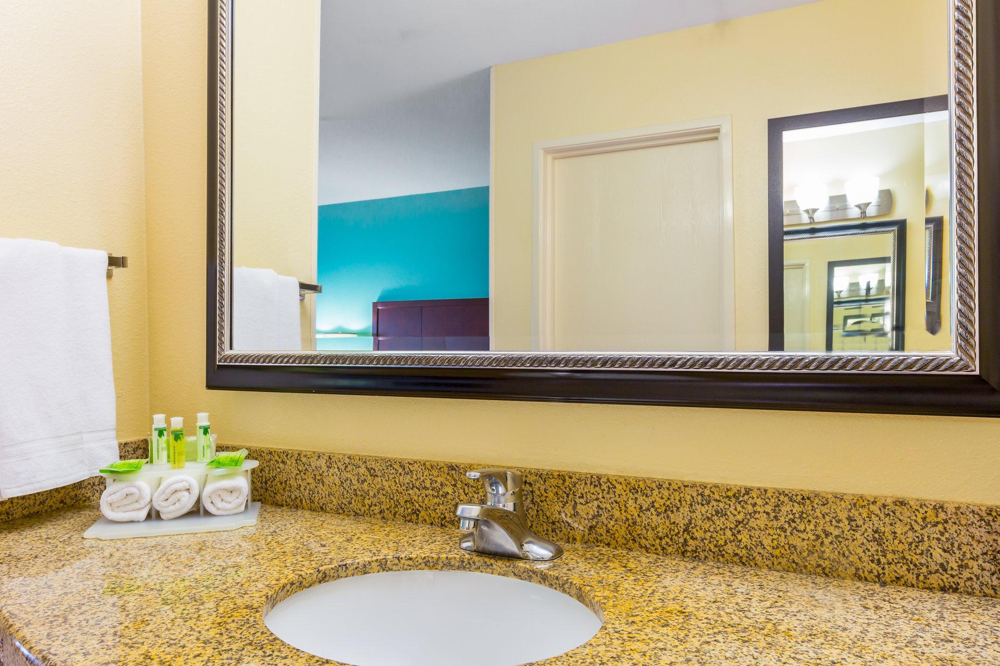 Holiday Inn Express San Diego Seaworld-Beach Area, an IHG Hotel