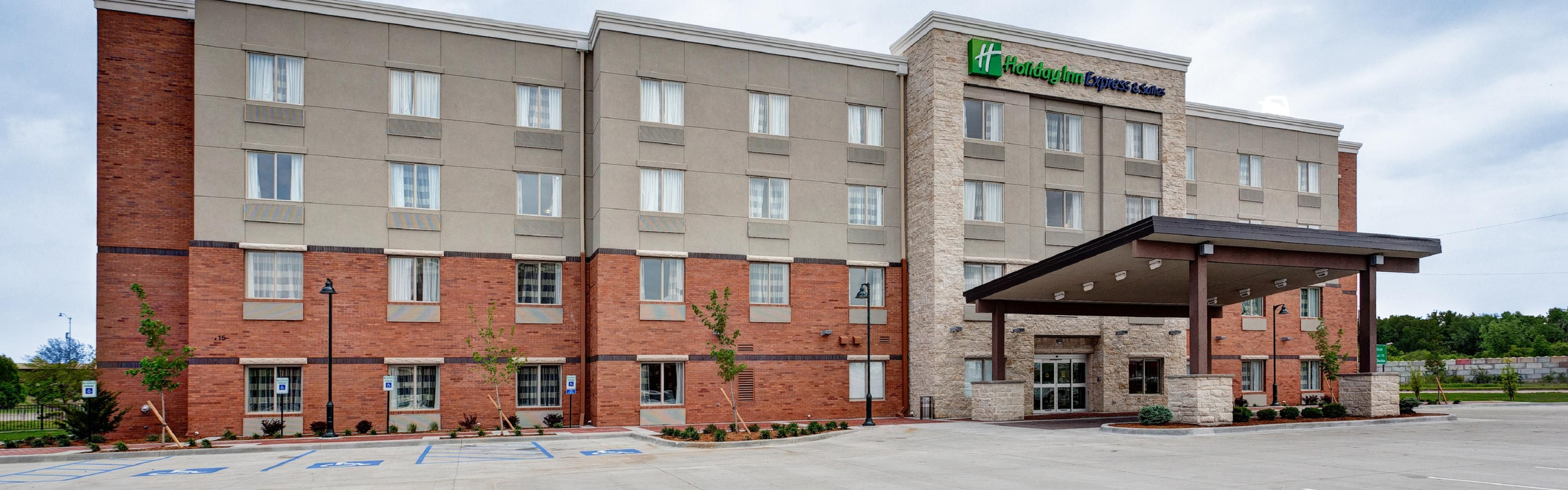 Holiday Inn Express & Suites GREAT BEND image 0