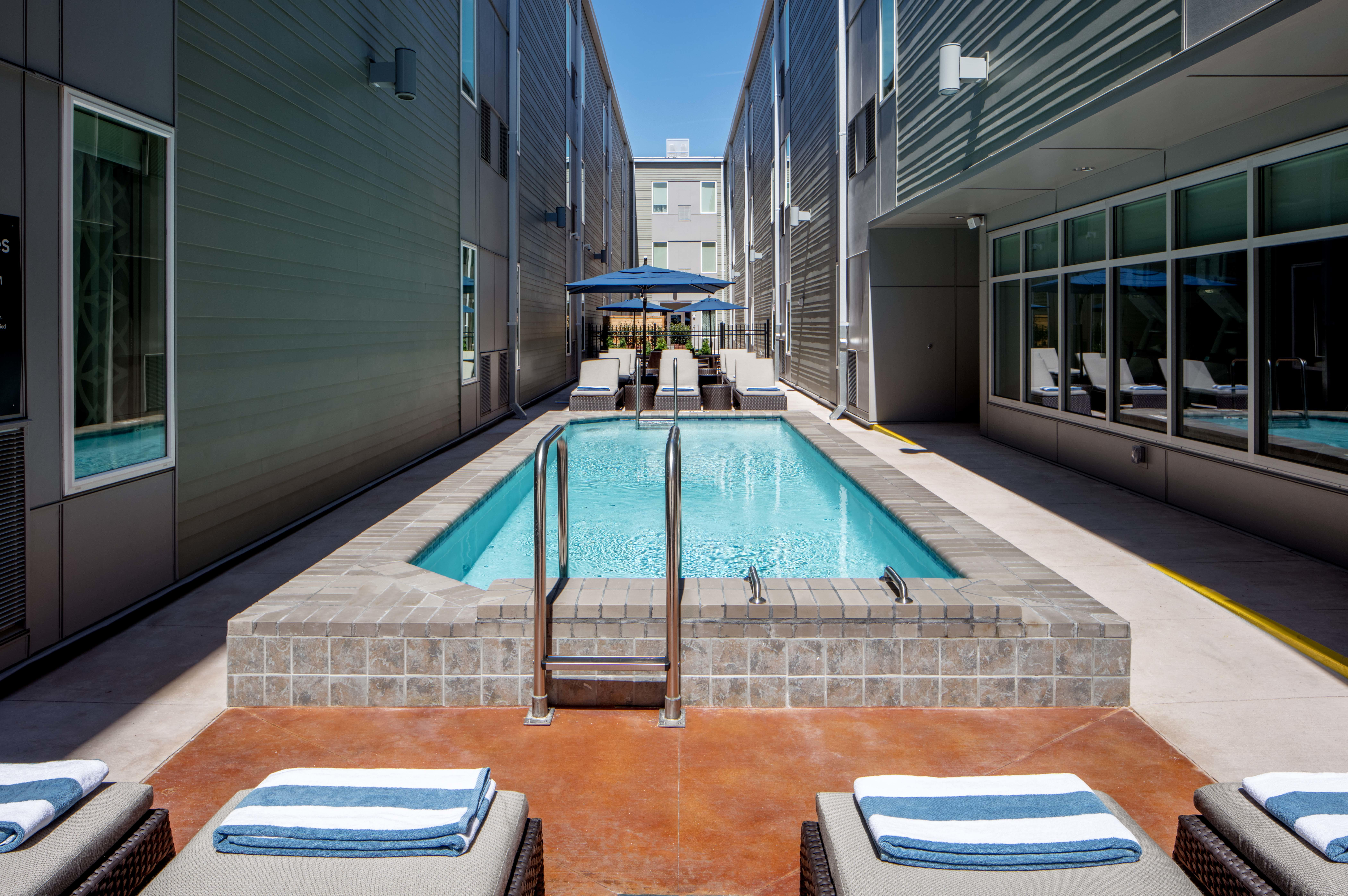 Homewood suites by hilton new orleans french quarter for Hotels near mercedes benz stadium new orleans