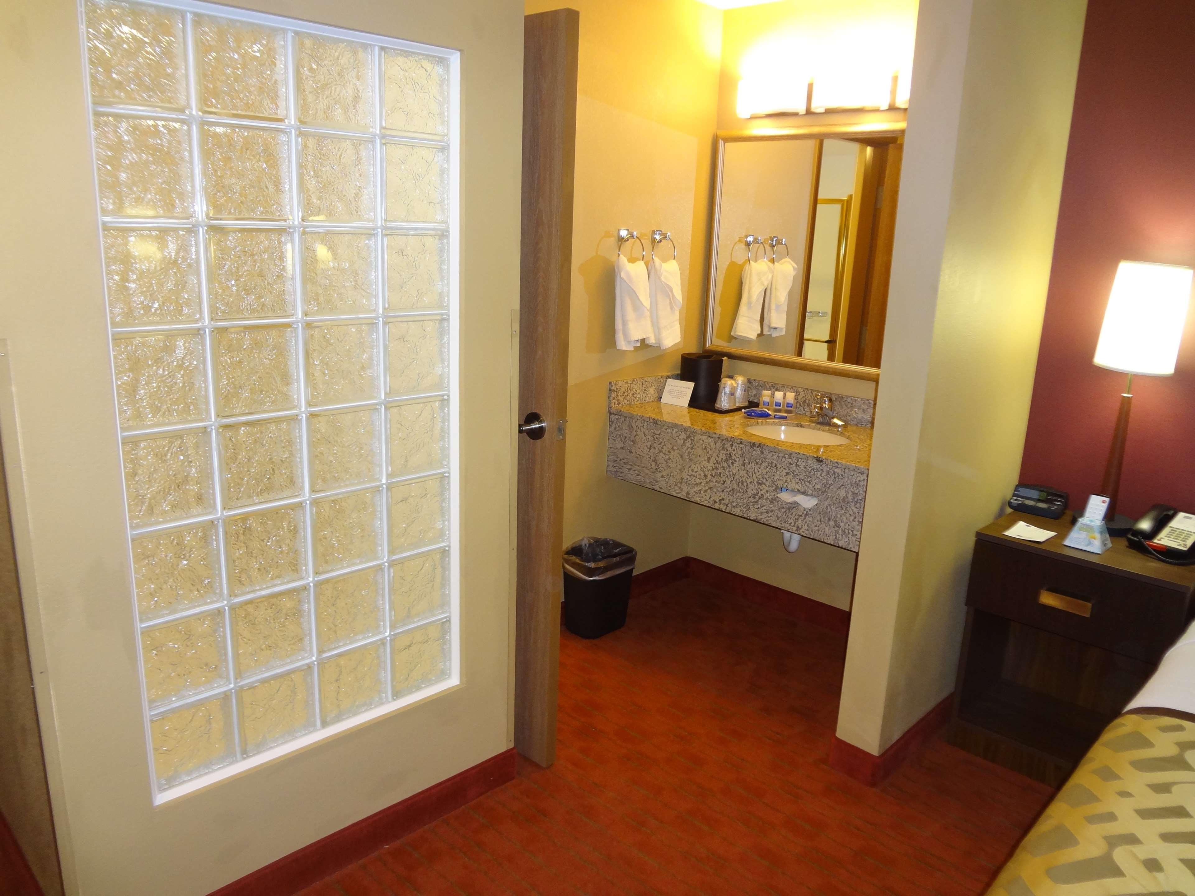 Best Western Plus Woodland Hills Hotel & Suites image 38