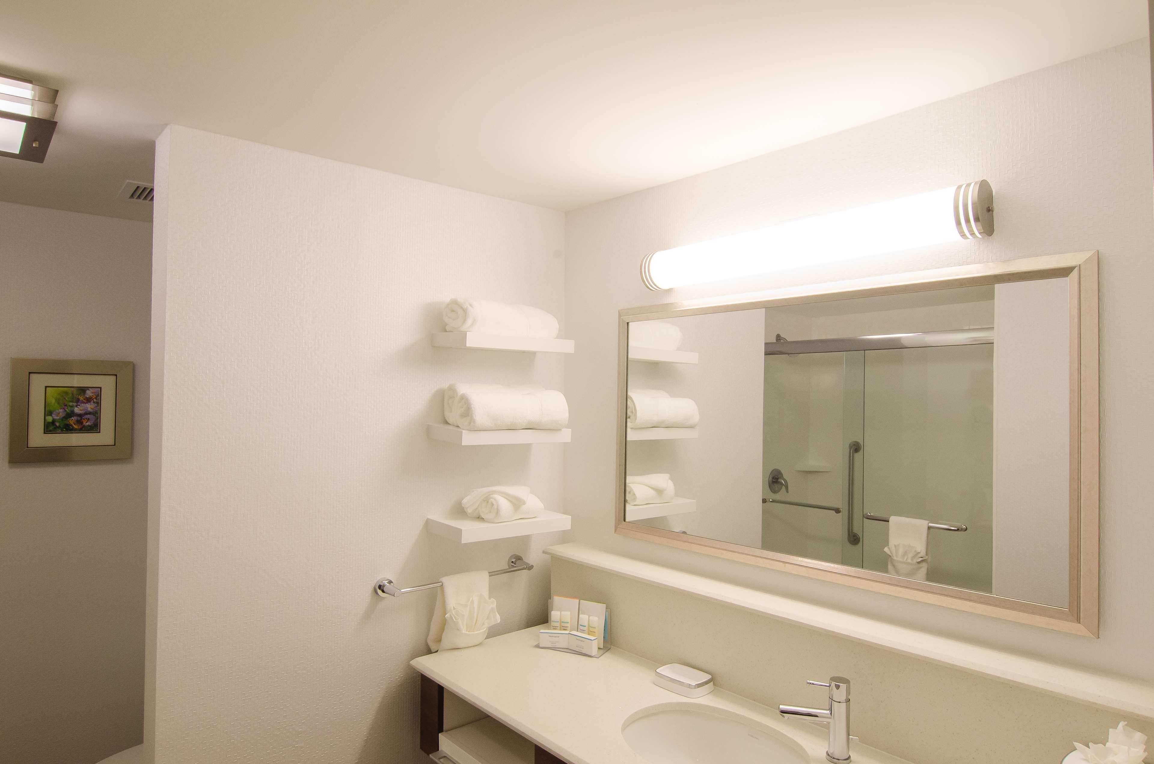 Hampton Inn & Suites Houston North IAH image 19