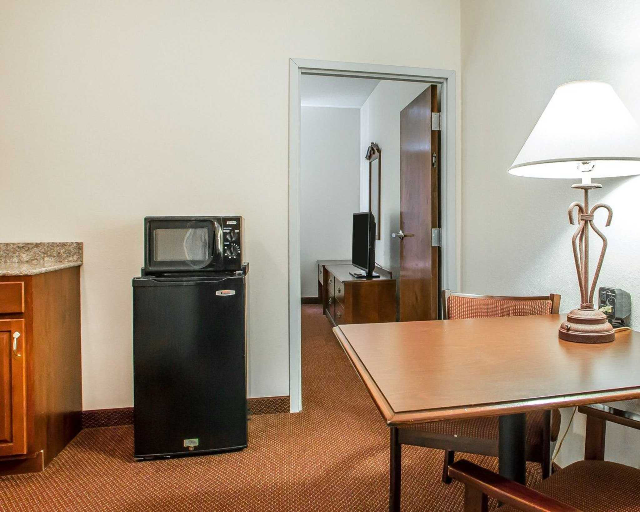 Comfort Suites Jefferson City image 23