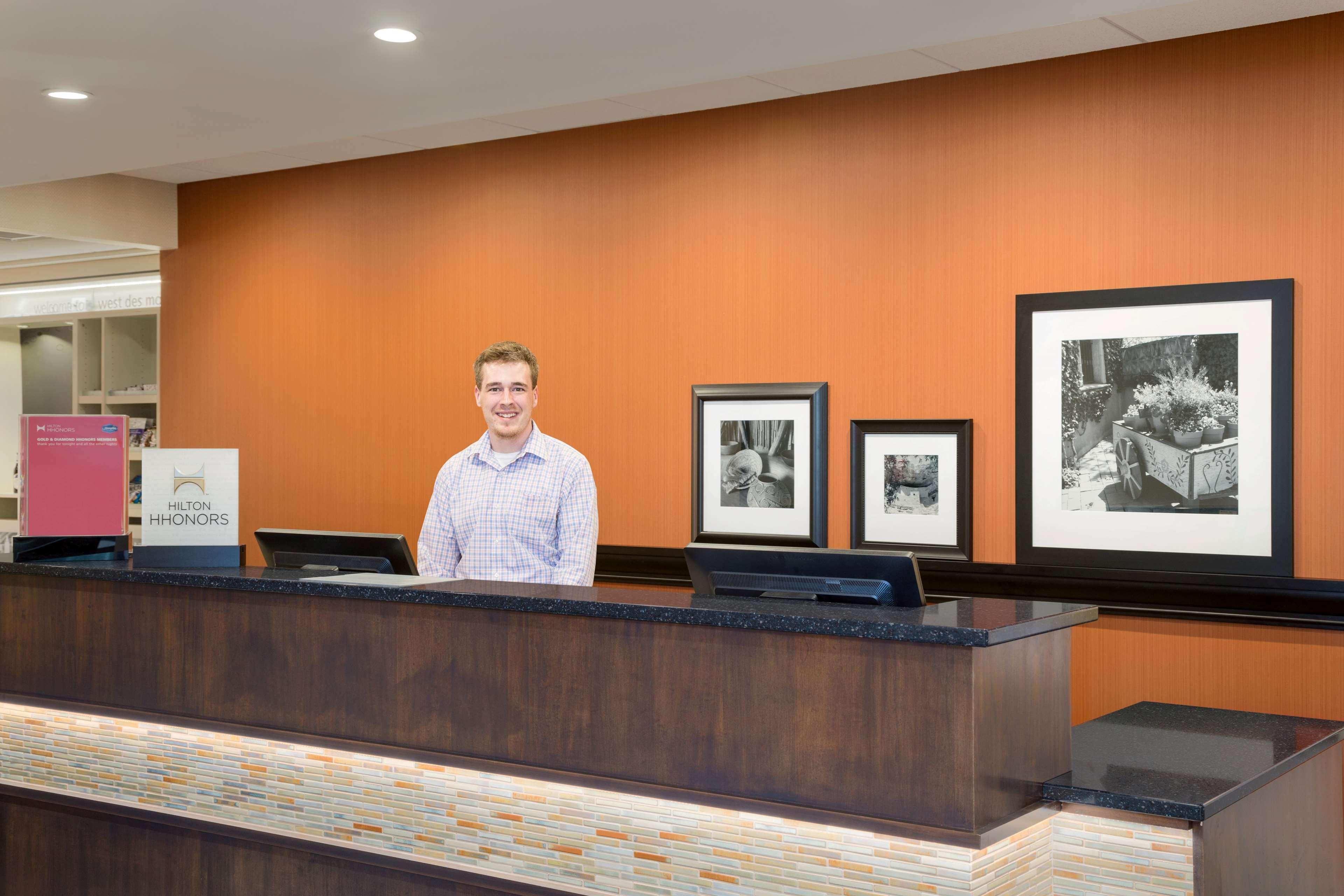 Hampton Inn & Suites West Des Moines/SW Mall Area image 2