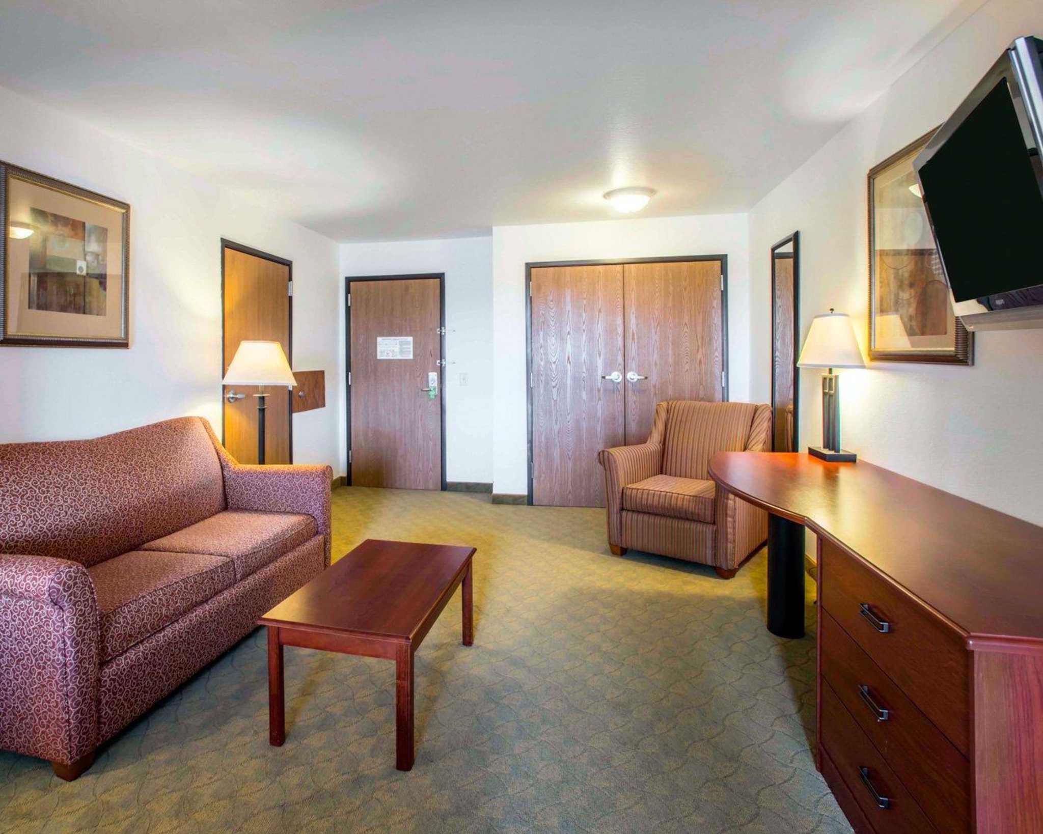 Comfort Inn & Suites Greenville I-70 image 6