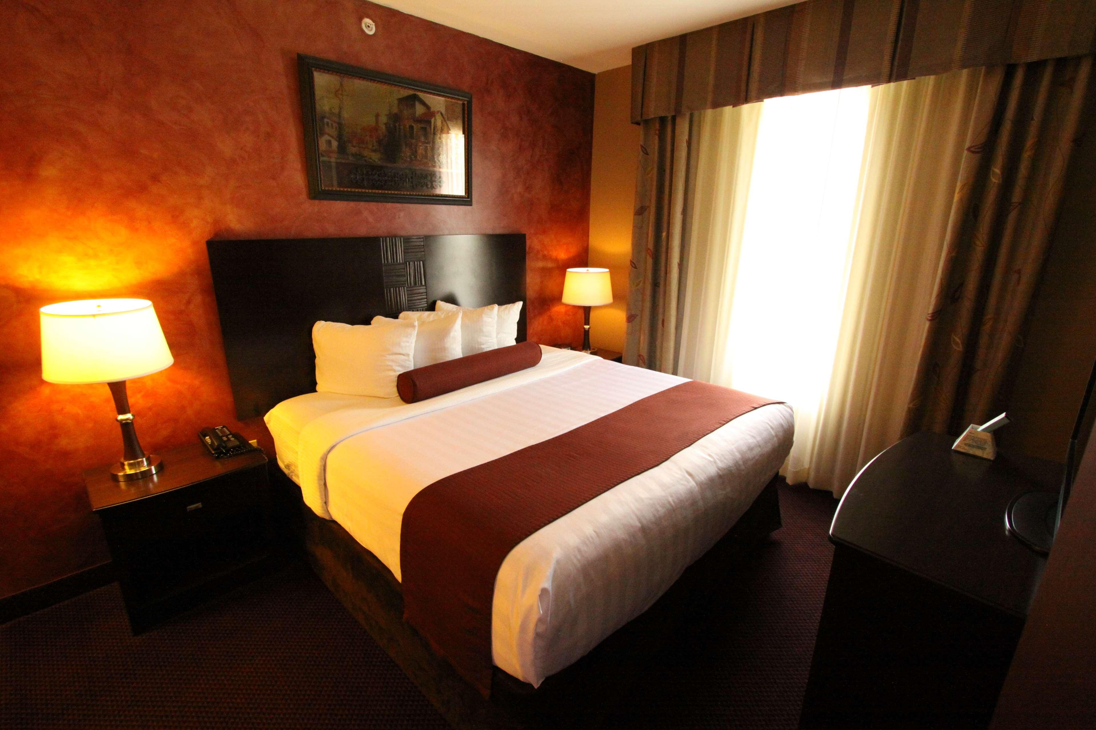 Best Western Plus Hannaford Inn & Suites image 37