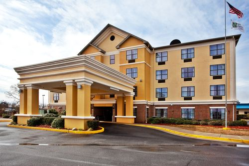Holiday Inn Express & Suites Byron image 3