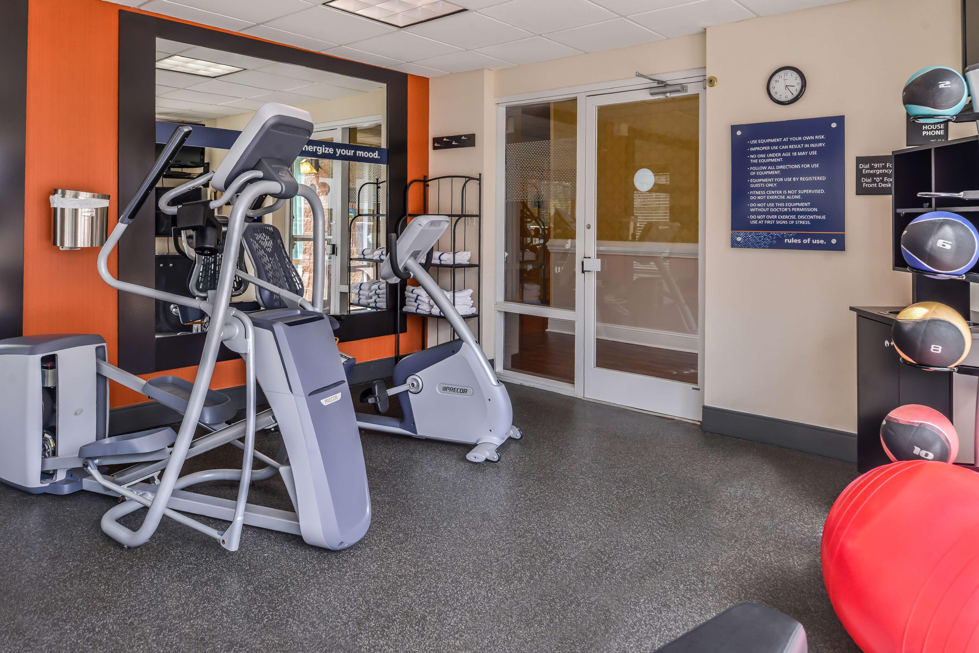 Hampton Inn & Suites Charlotte-Arrowood Rd. image 12
